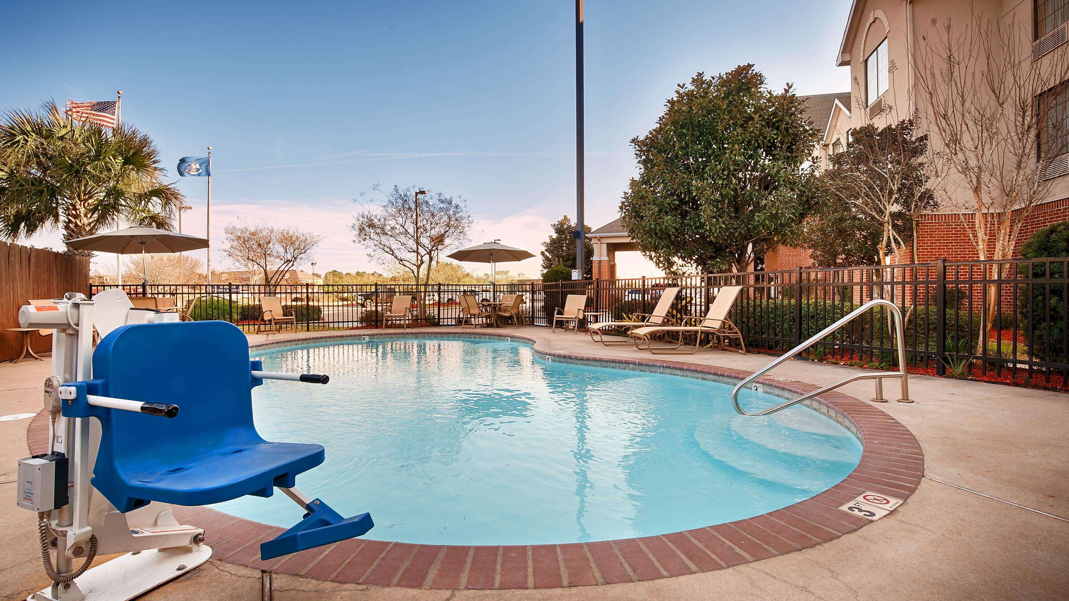 Best Western Plus Executive Hotel & Suites image 12