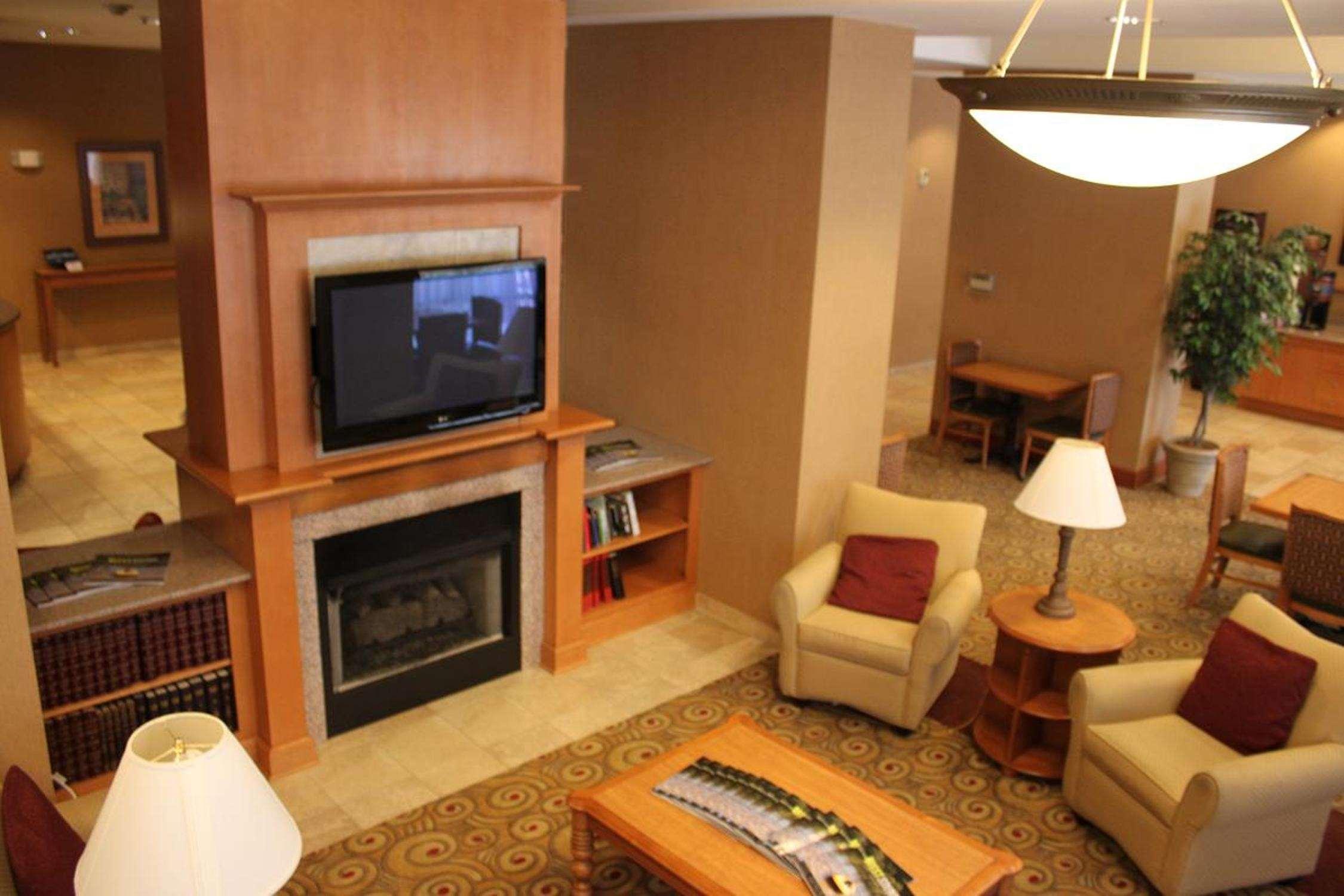 Hampton Inn & Suites Bremerton image 8