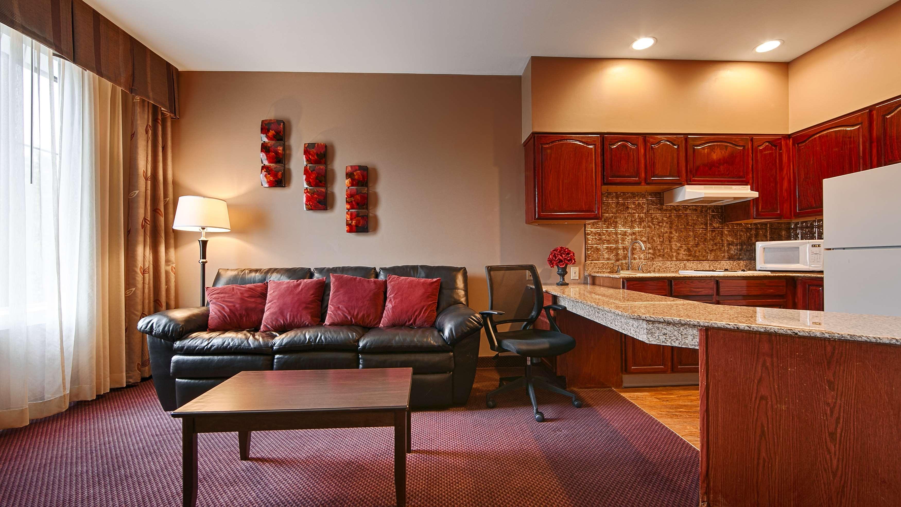 Best Western Plus Hannaford Inn & Suites image 14