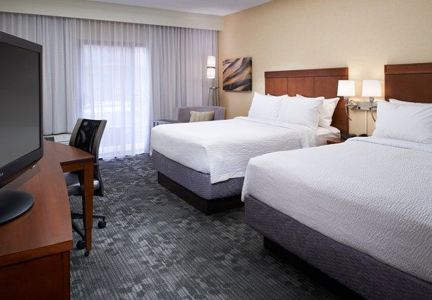 Courtyard by Marriott Detroit Dearborn image 14