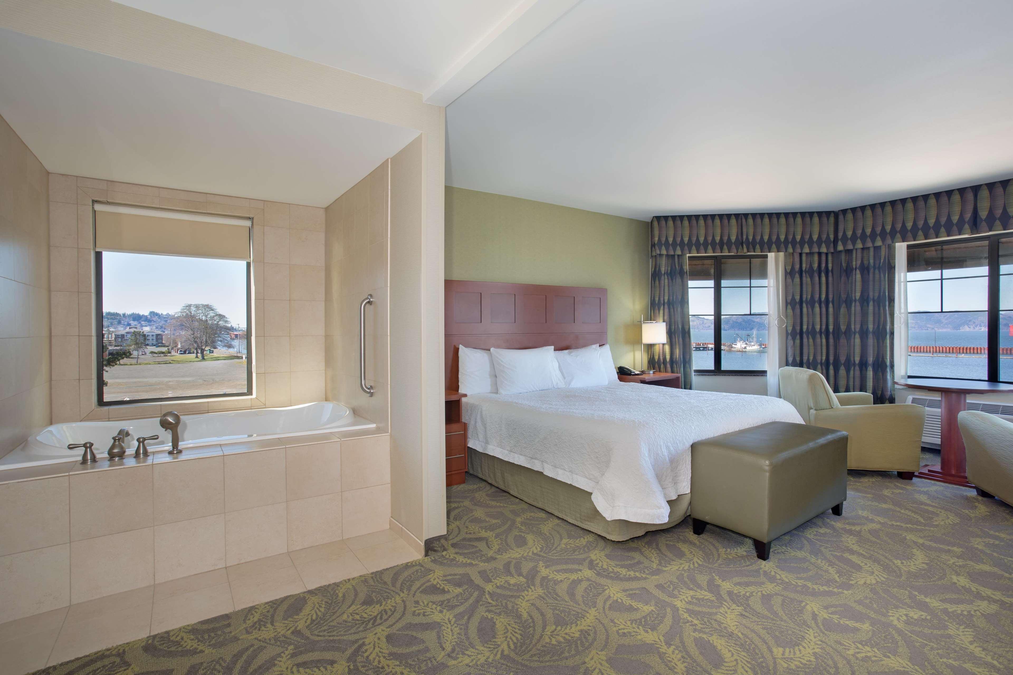 Hampton Inn & Suites Astoria image 38