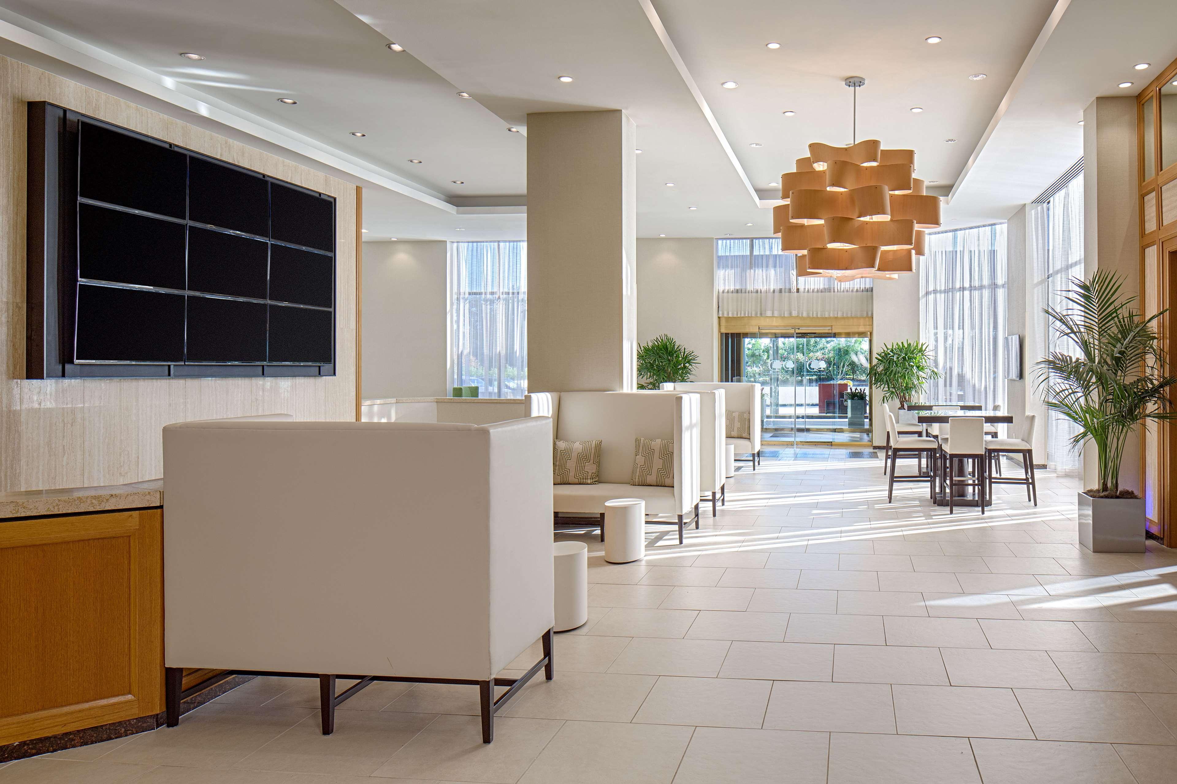 DoubleTree by Hilton Hotel Houston - Greenway Plaza image 3