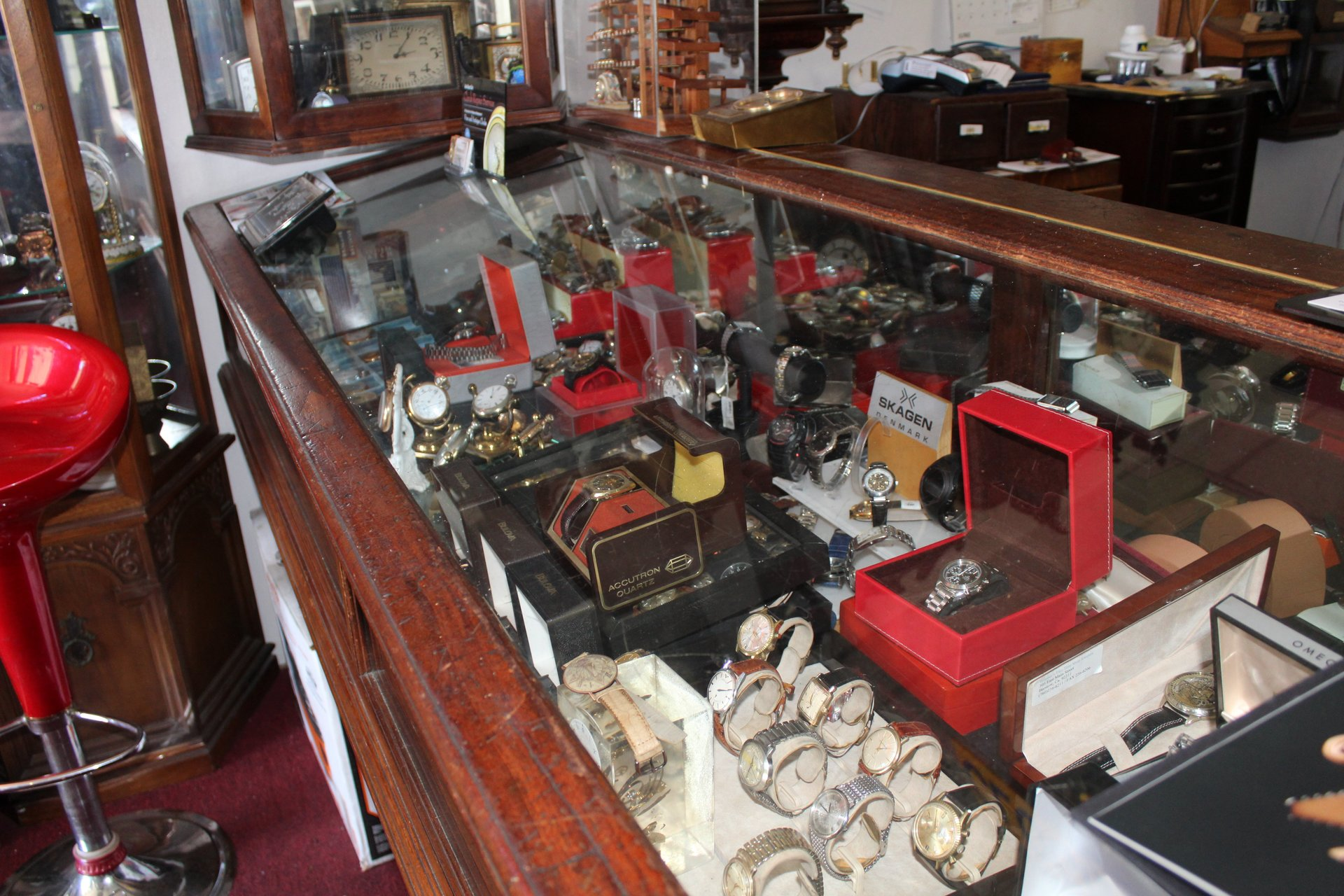 Antique Clock Gallery image 4