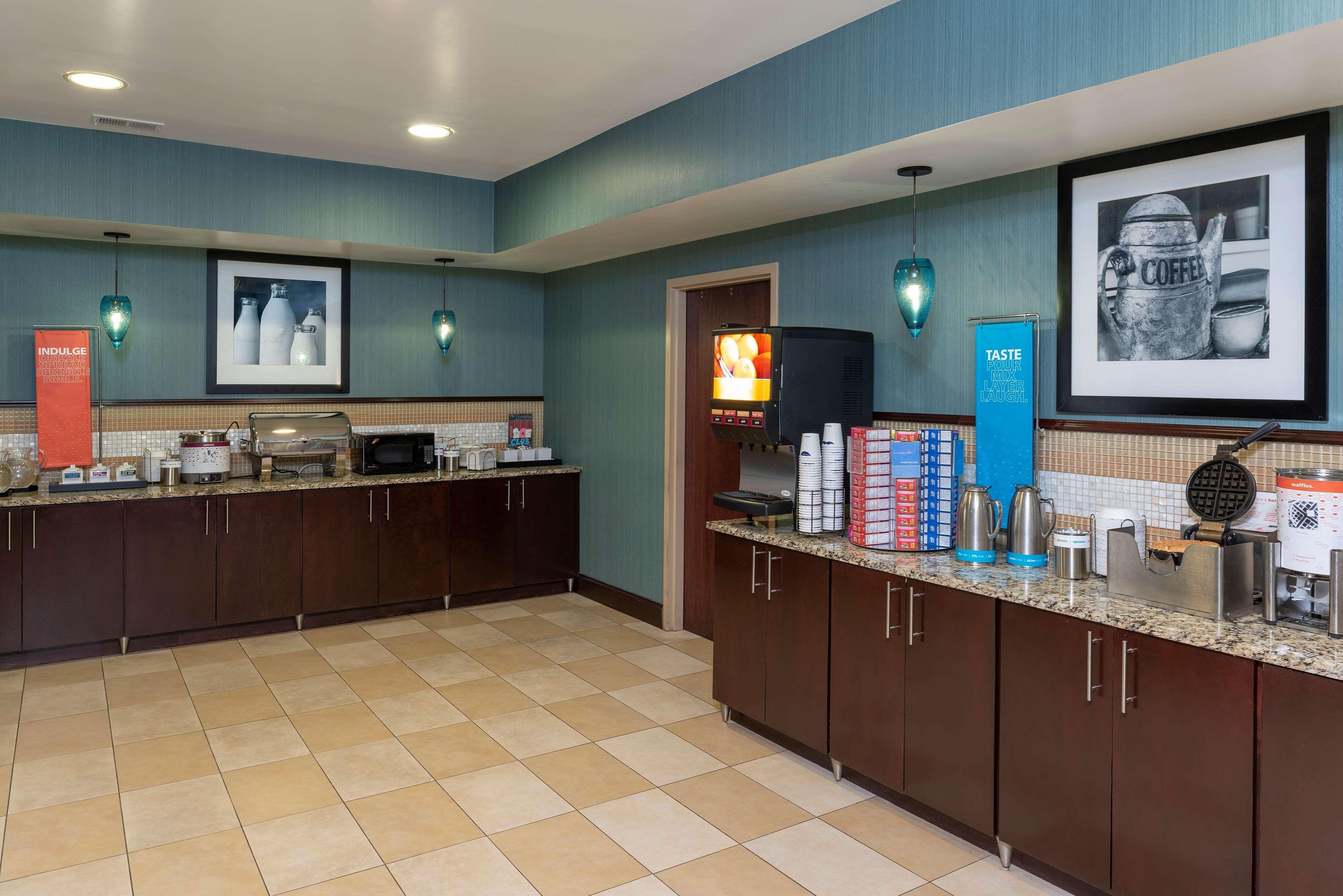 Hampton Inn East Lansing image 10