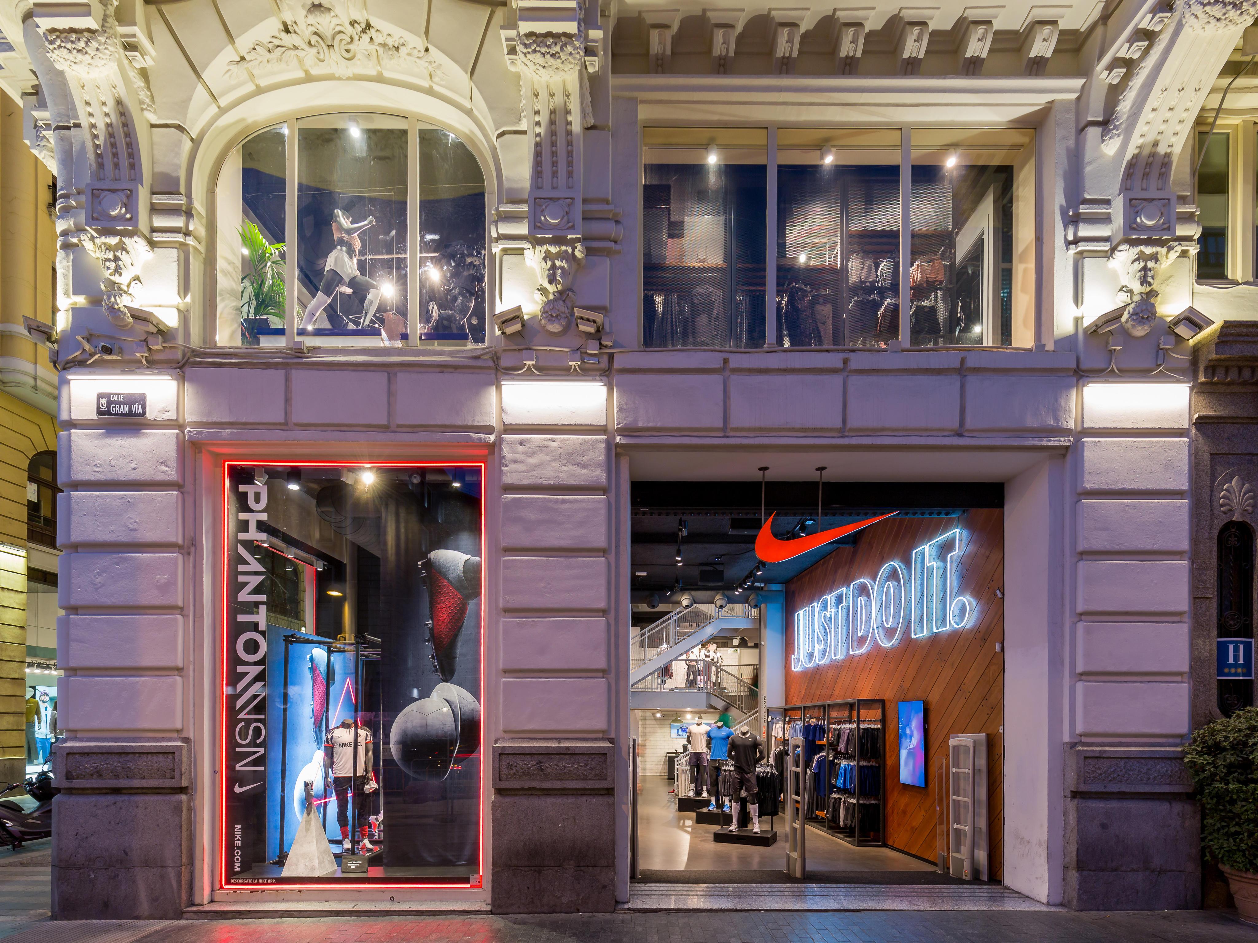 low priced c9594 f94e9 Nike store gran via ropa de deporte fabricantes mayoristas jpg 4096x3072  Calle gran via stores