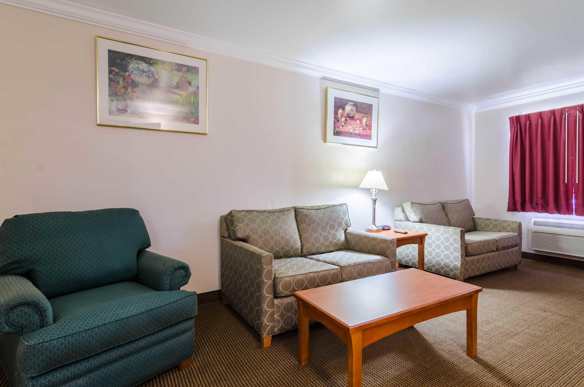 Quality Inn & Suites image 46