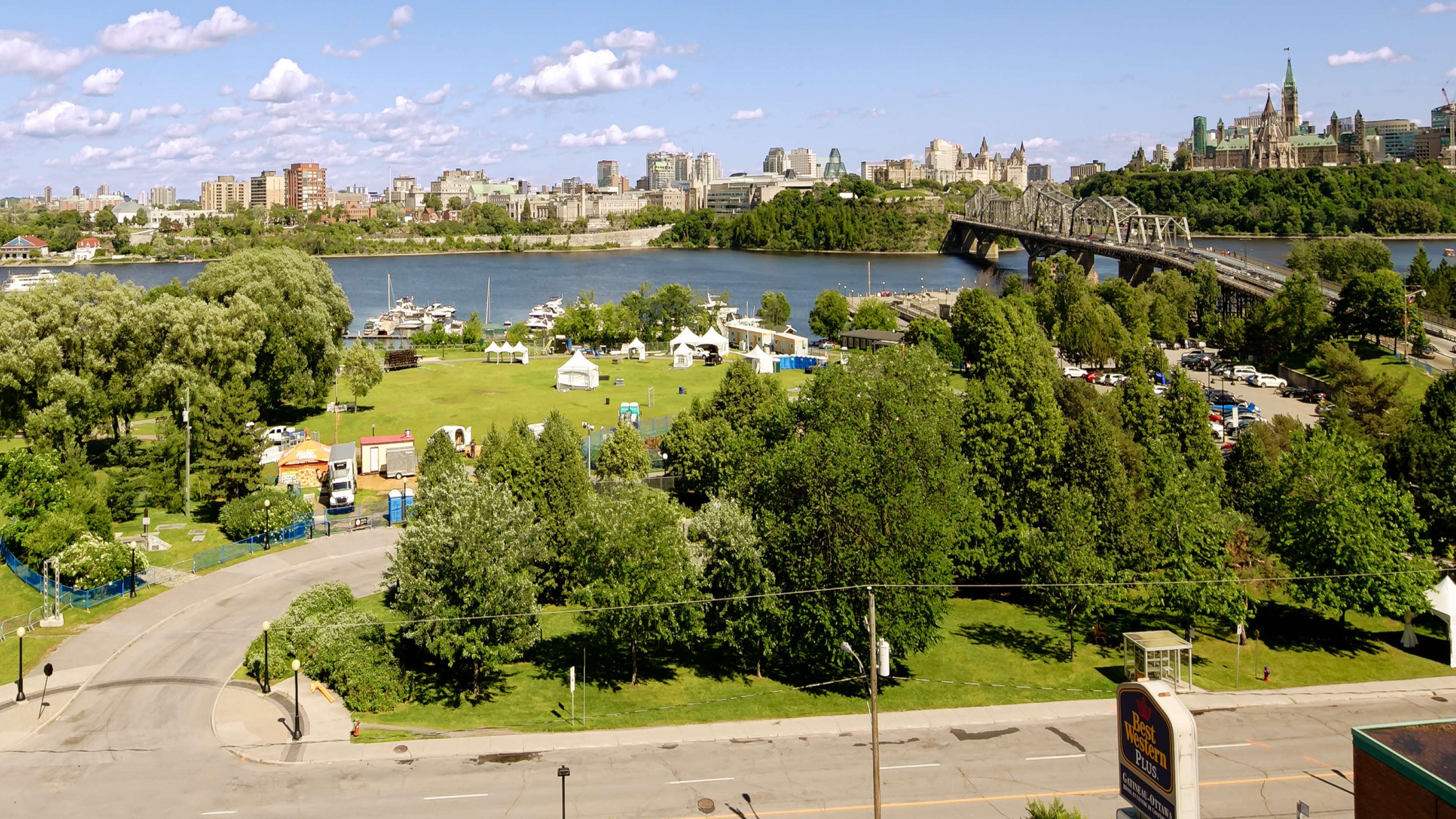 Best Western Plus Gatineau-Ottawa à Gatineau: Exterior River View