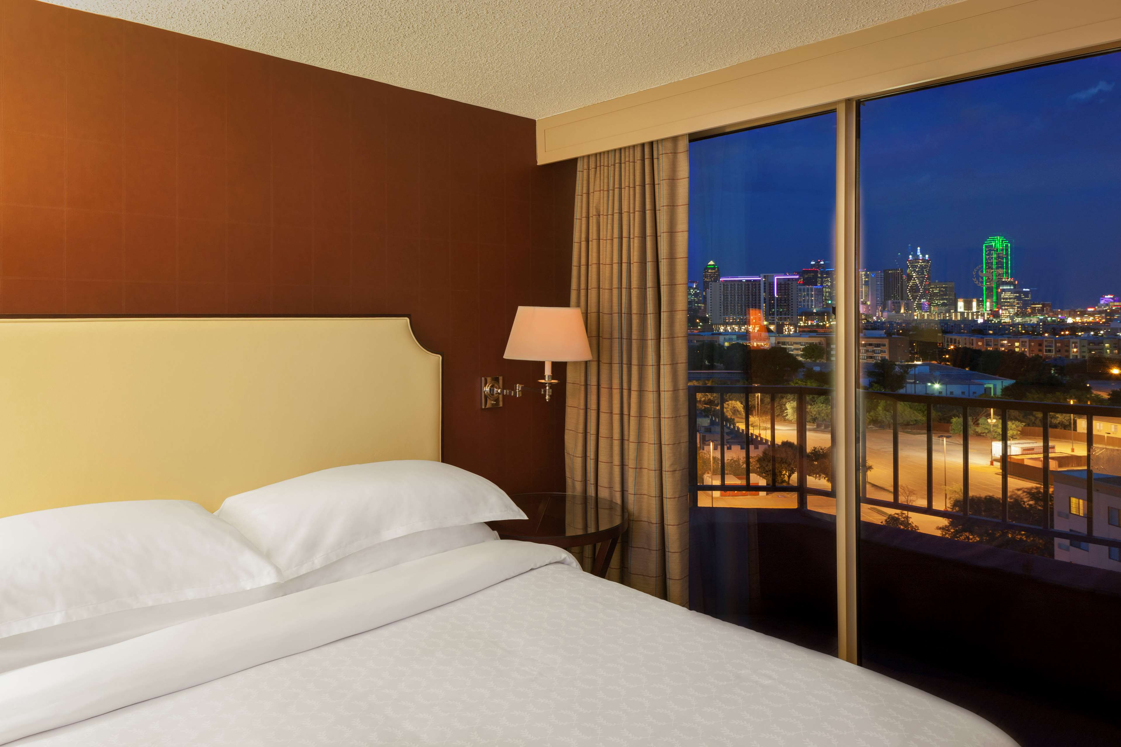 Sheraton Suites Market Center Dallas image 4