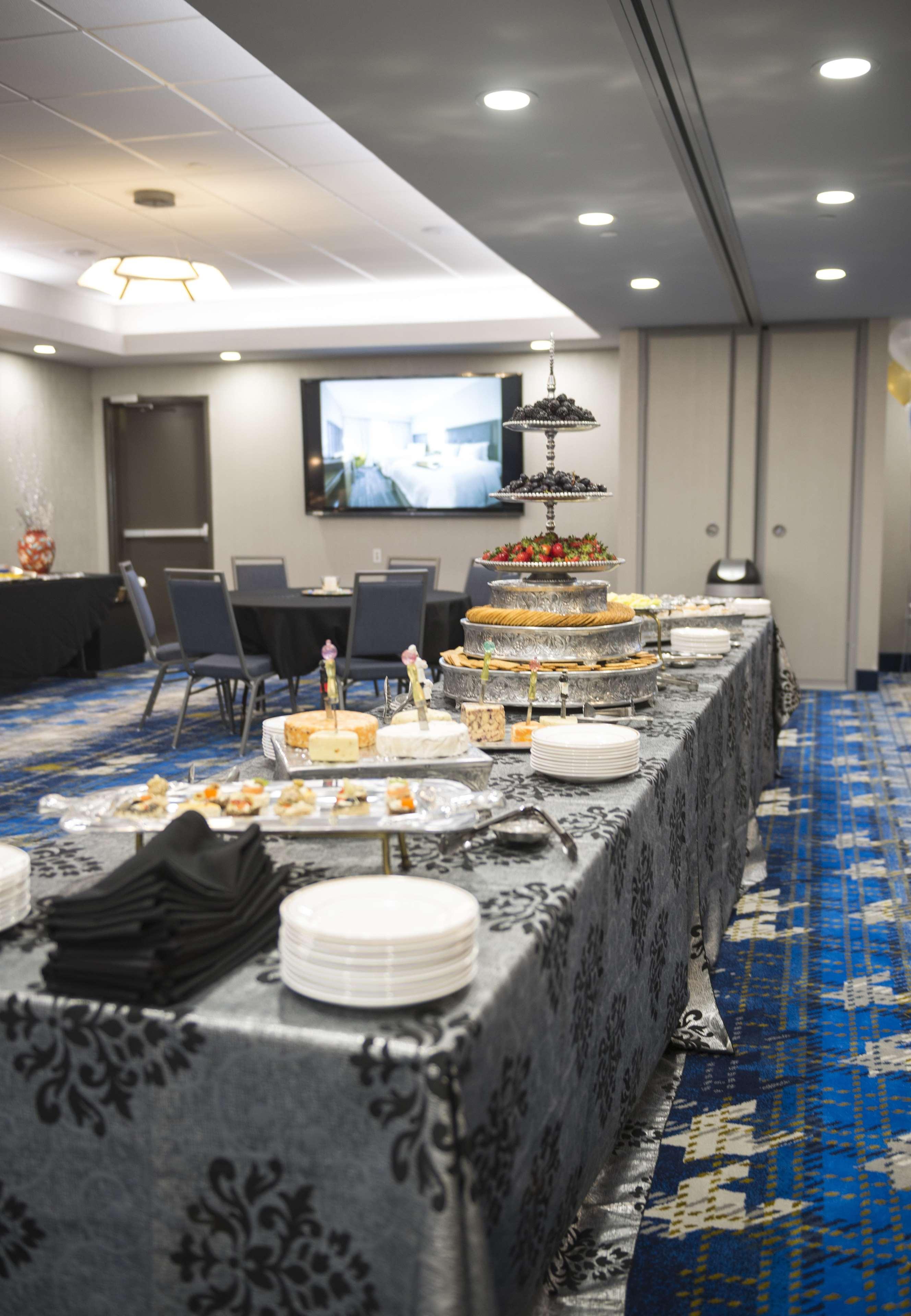 Hampton Inn & Suites Dallas/Ft. Worth Airport South image 36