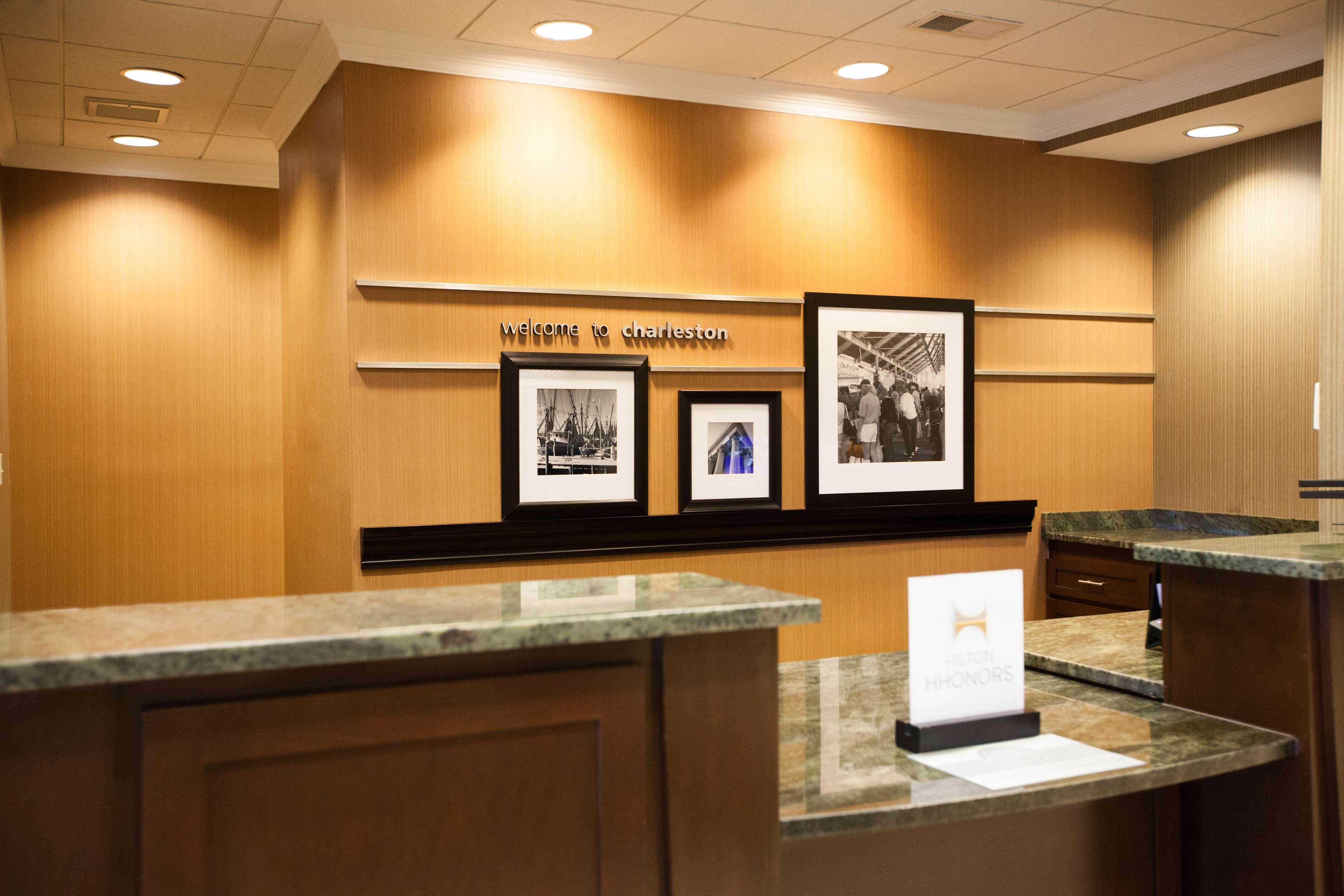 Hampton Inn Charleston-North image 1