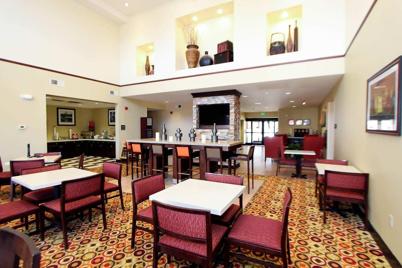 Hampton Inn & Suites Denver-Speer Boulevard image 1