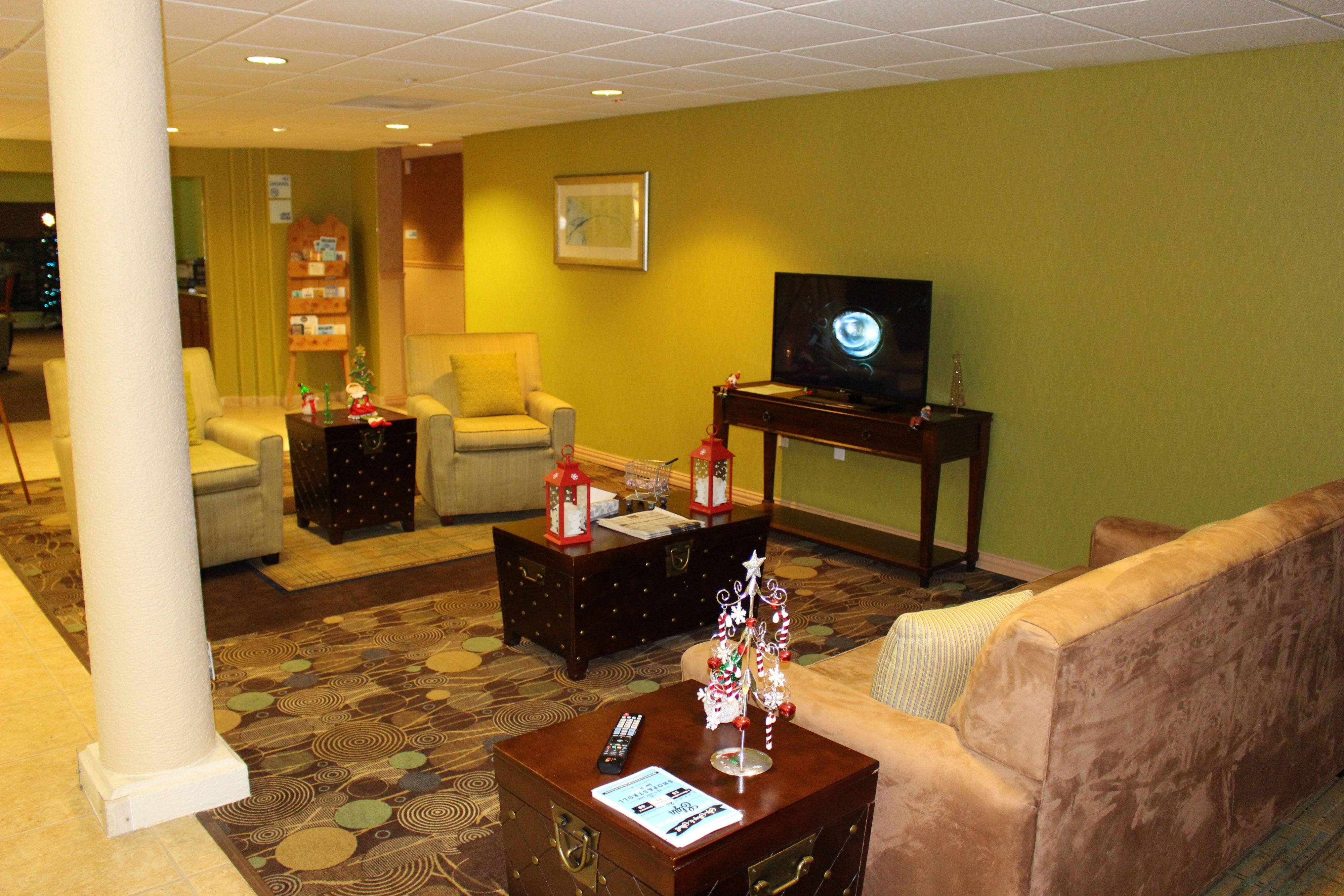 Holiday Inn Express & Suites Elgin image 6