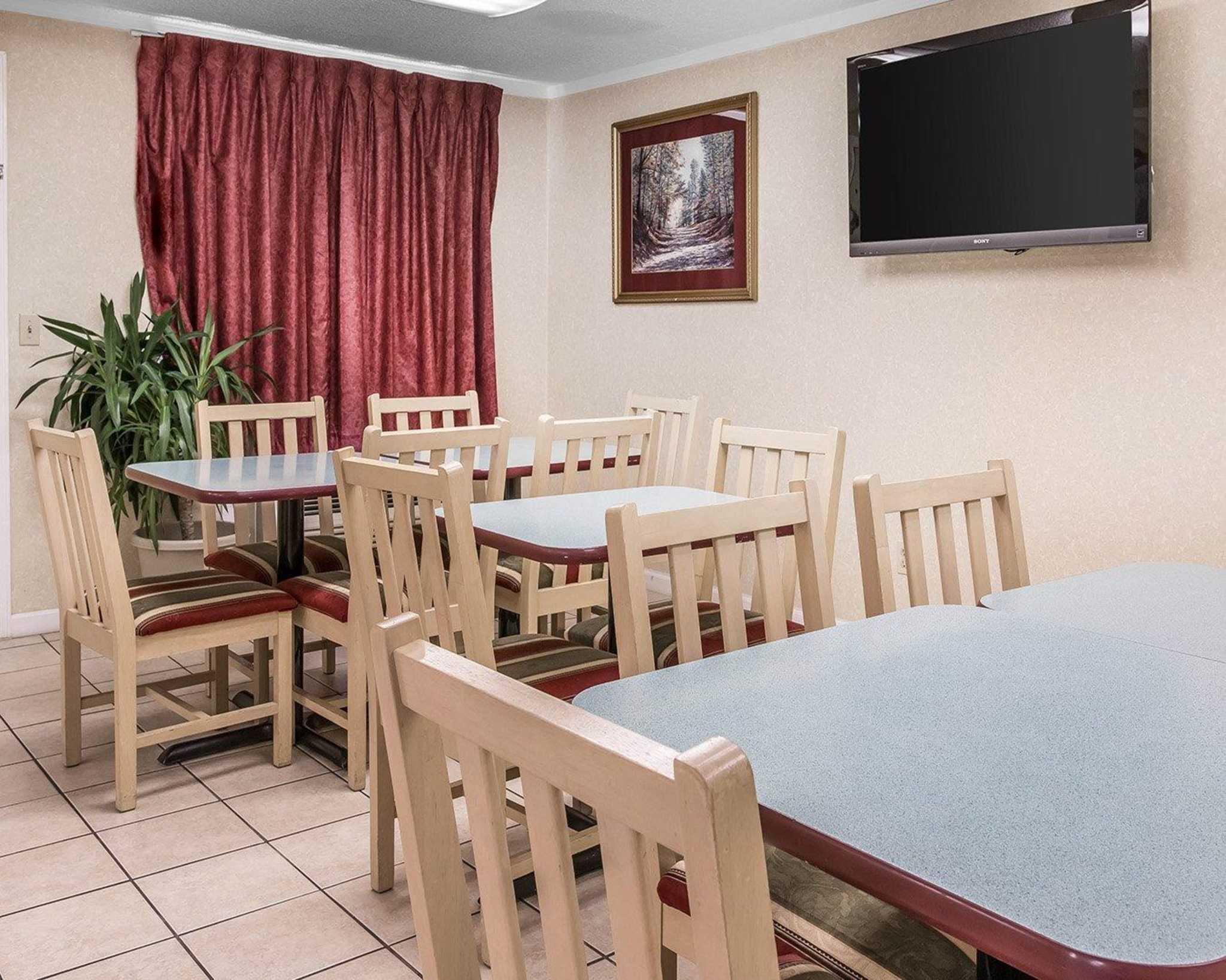 Rodeway Inn image 17
