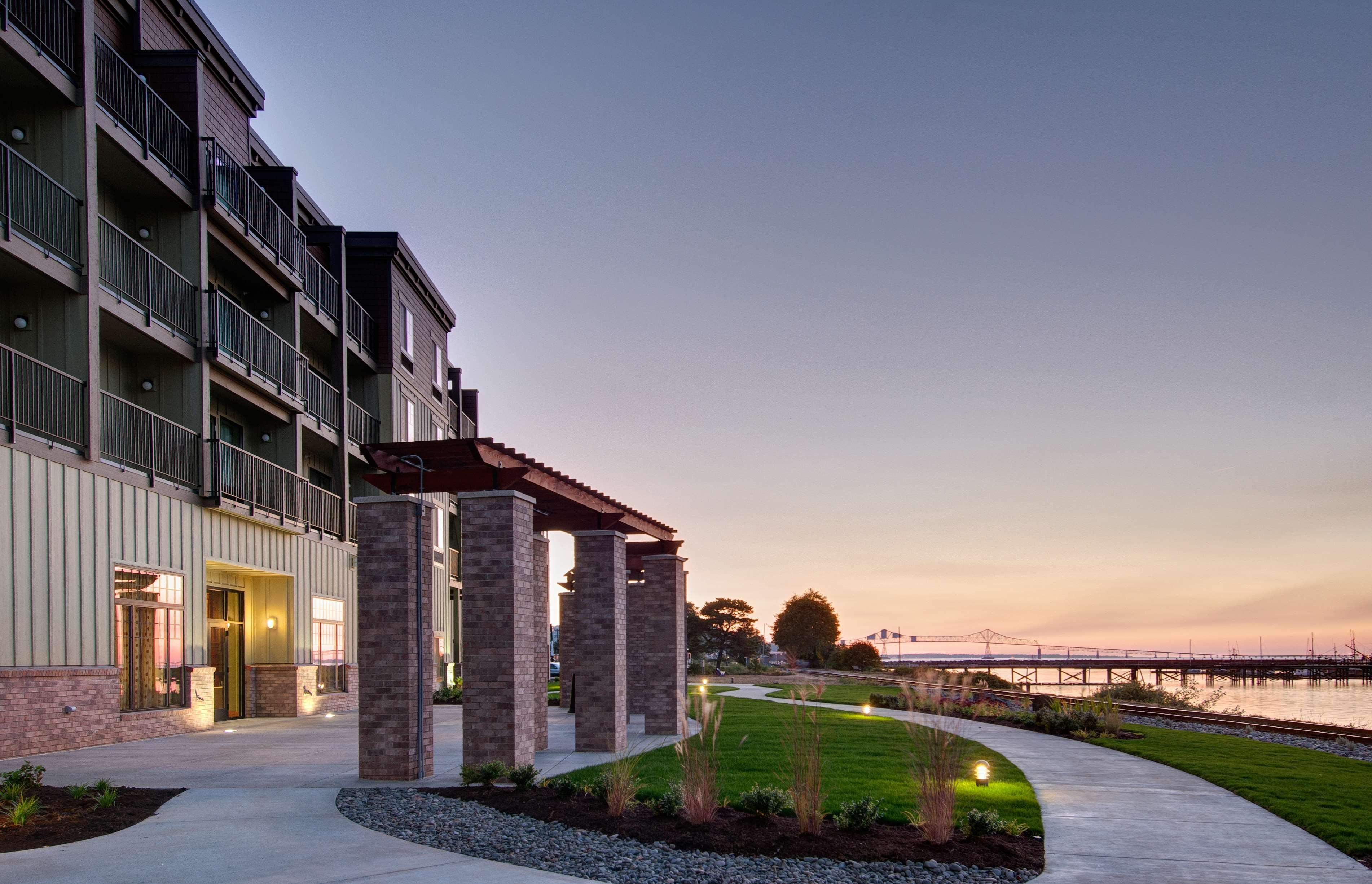 Hampton Inn & Suites Astoria image 1