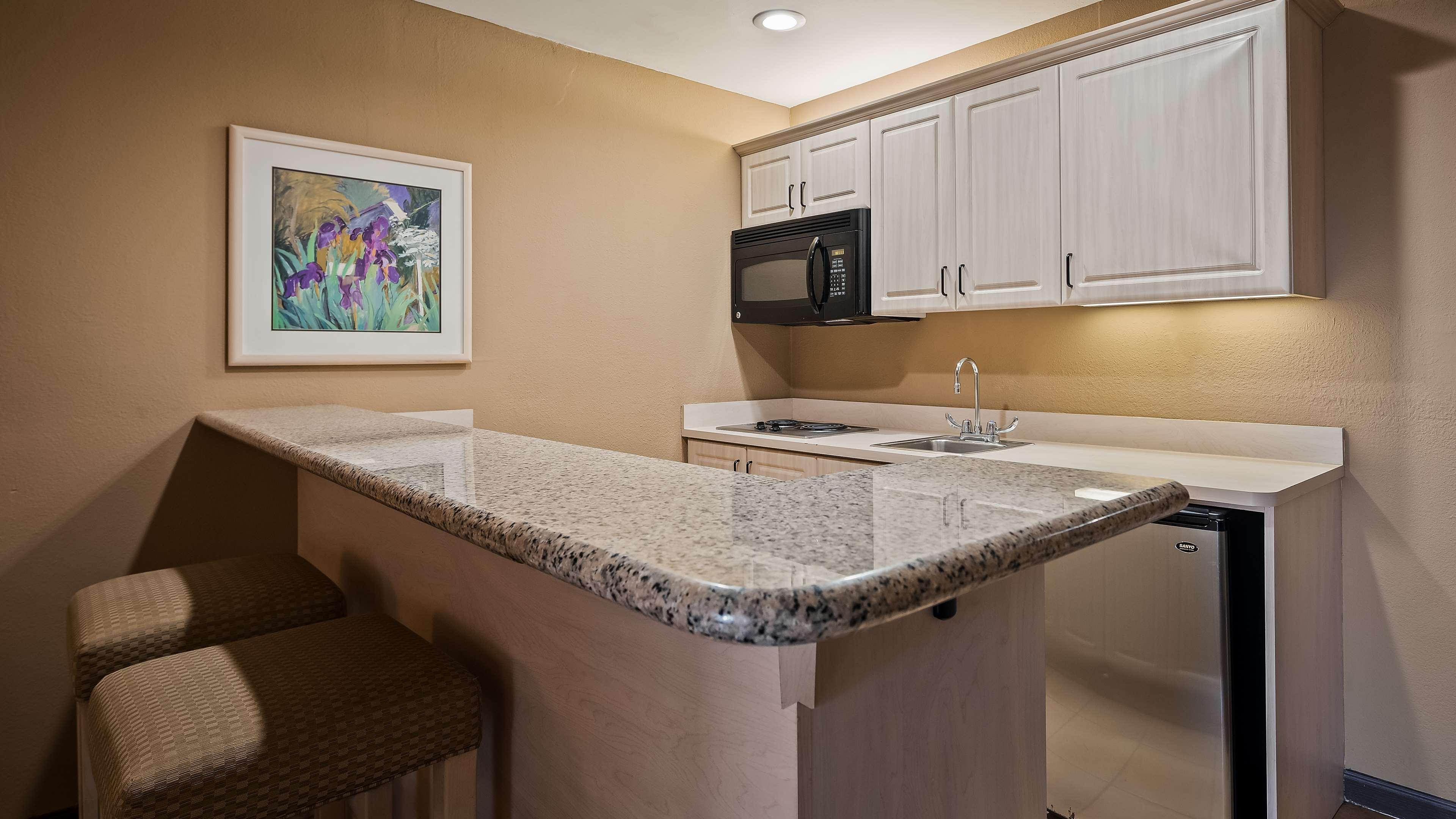 Best Western Encinitas Inn & Suites at Moonlight Beach image 13