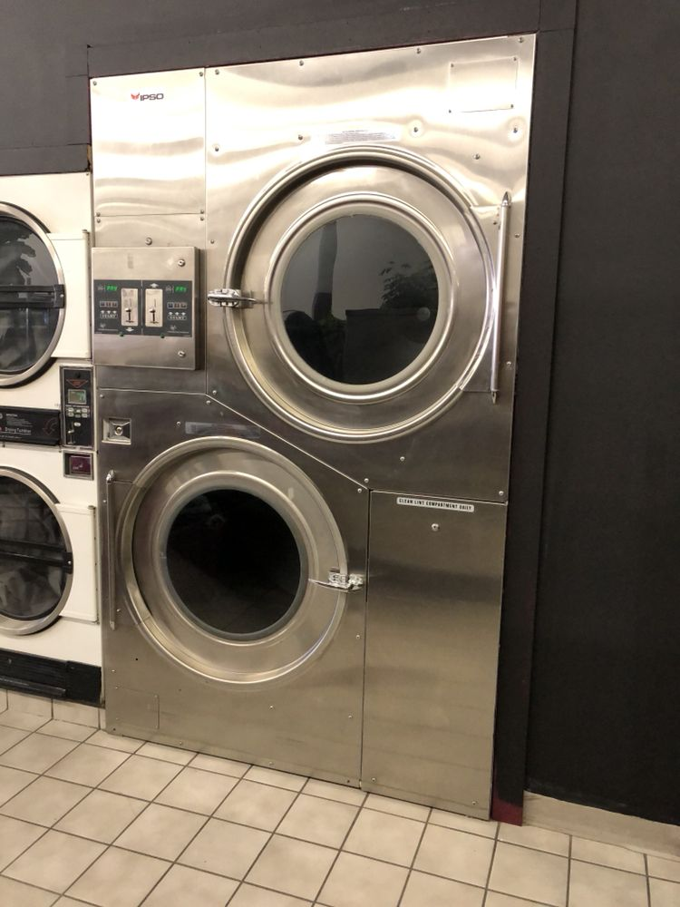 Squeaky's Laundromat image 2