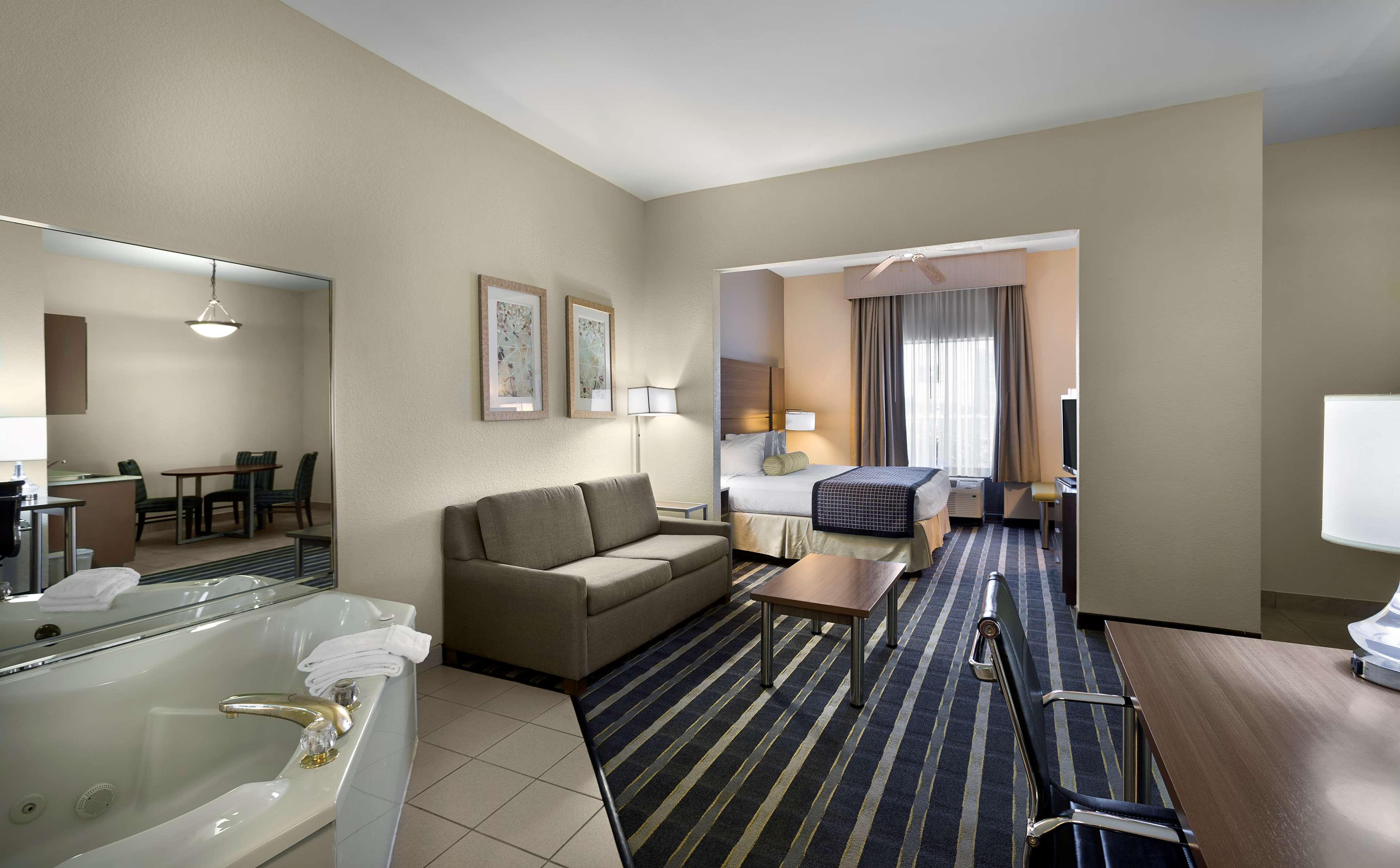 Best Western Plus Hotel & Suites Airport South image 9