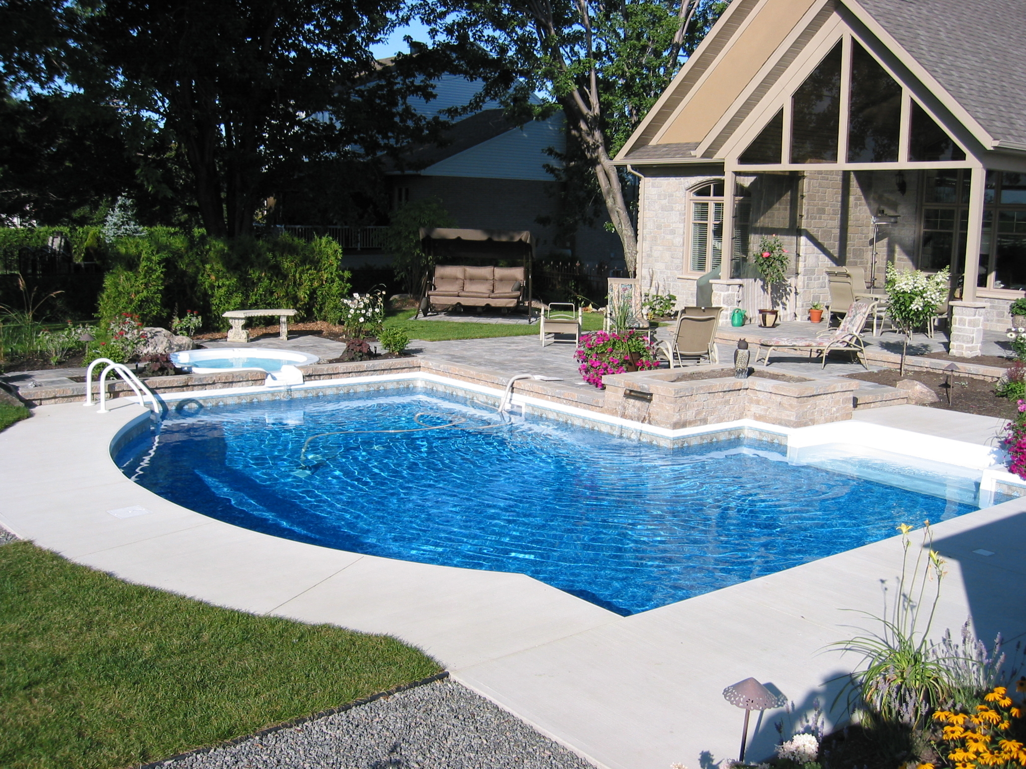Concept piscine design enr qu bec qc ourbis for Cash piscine 83