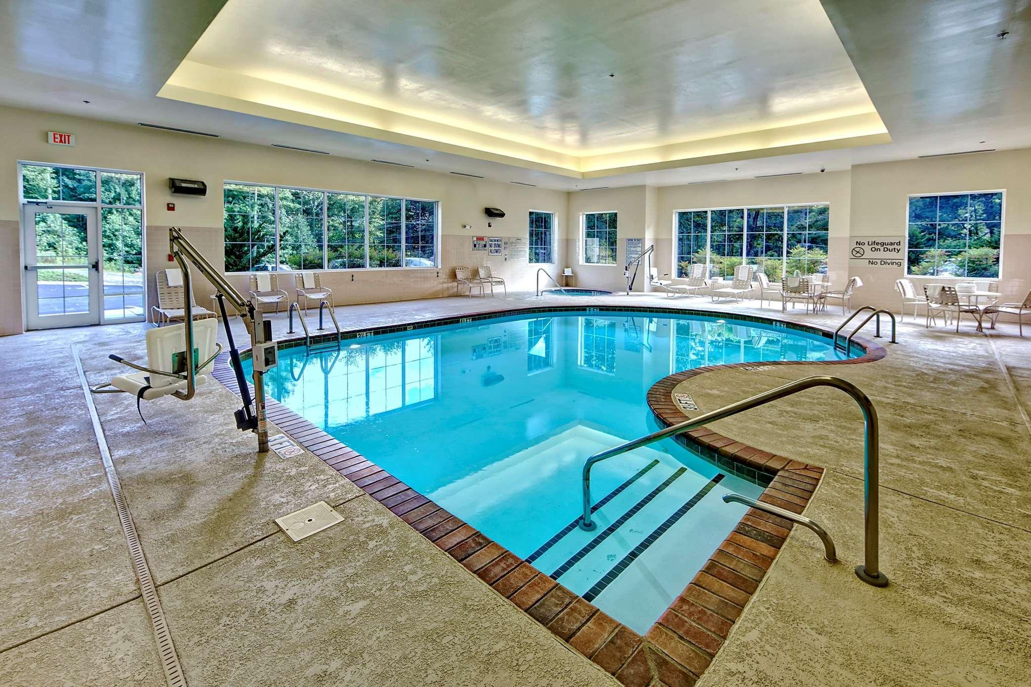 Hampton Inn & Suites Cashiers-Sapphire Valley image 33