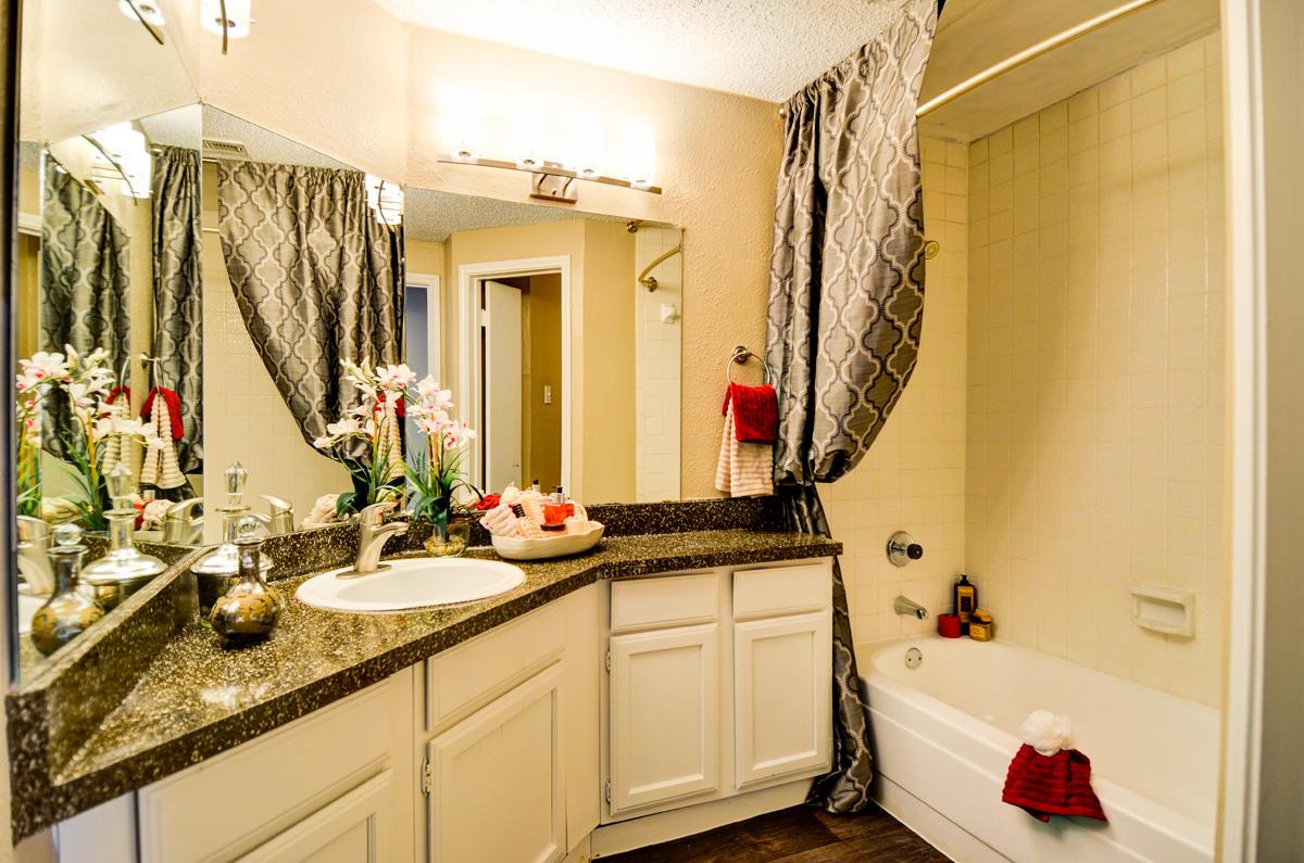 4804 Haverwood Apartments image 6