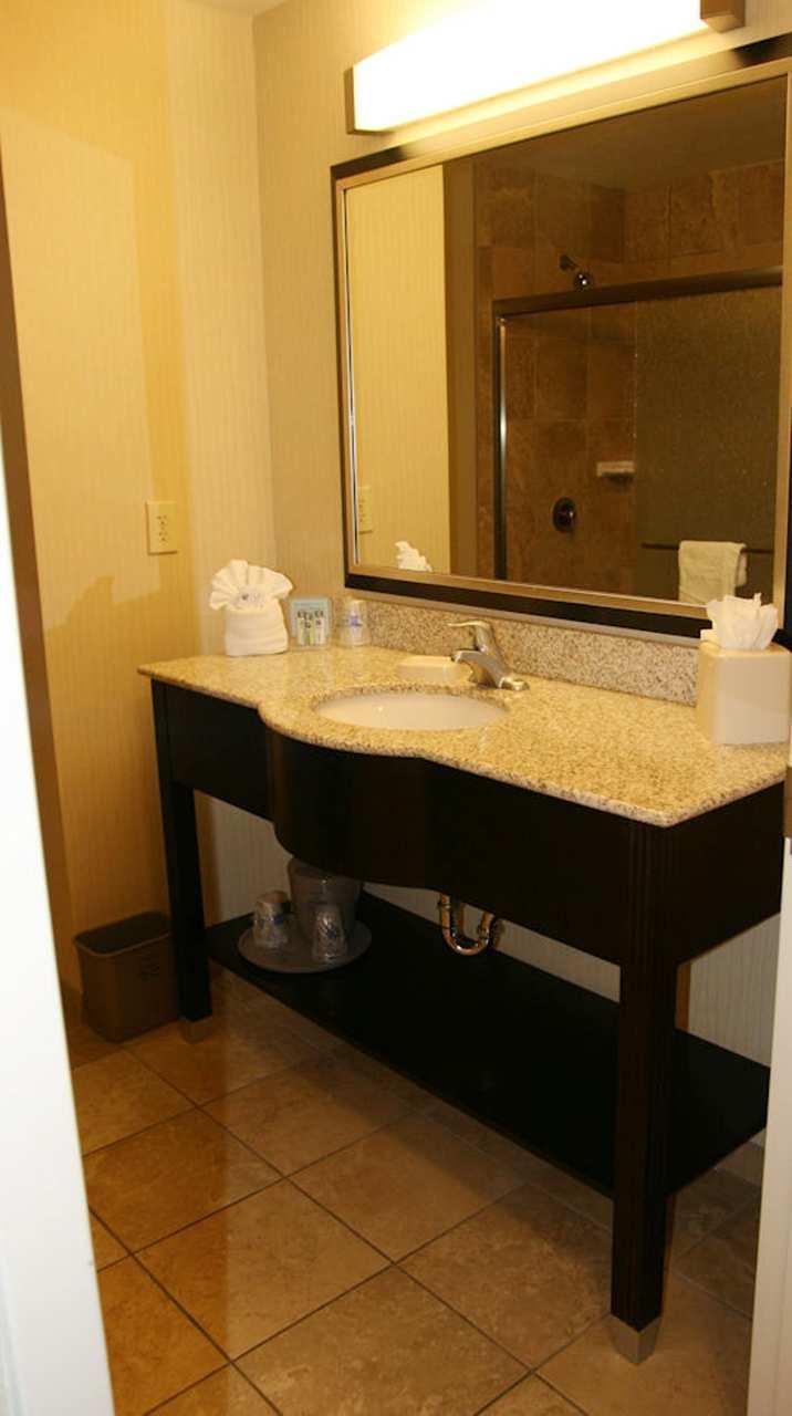 Hampton Inn & Suites Phoenix Glendale-Westgate image 3