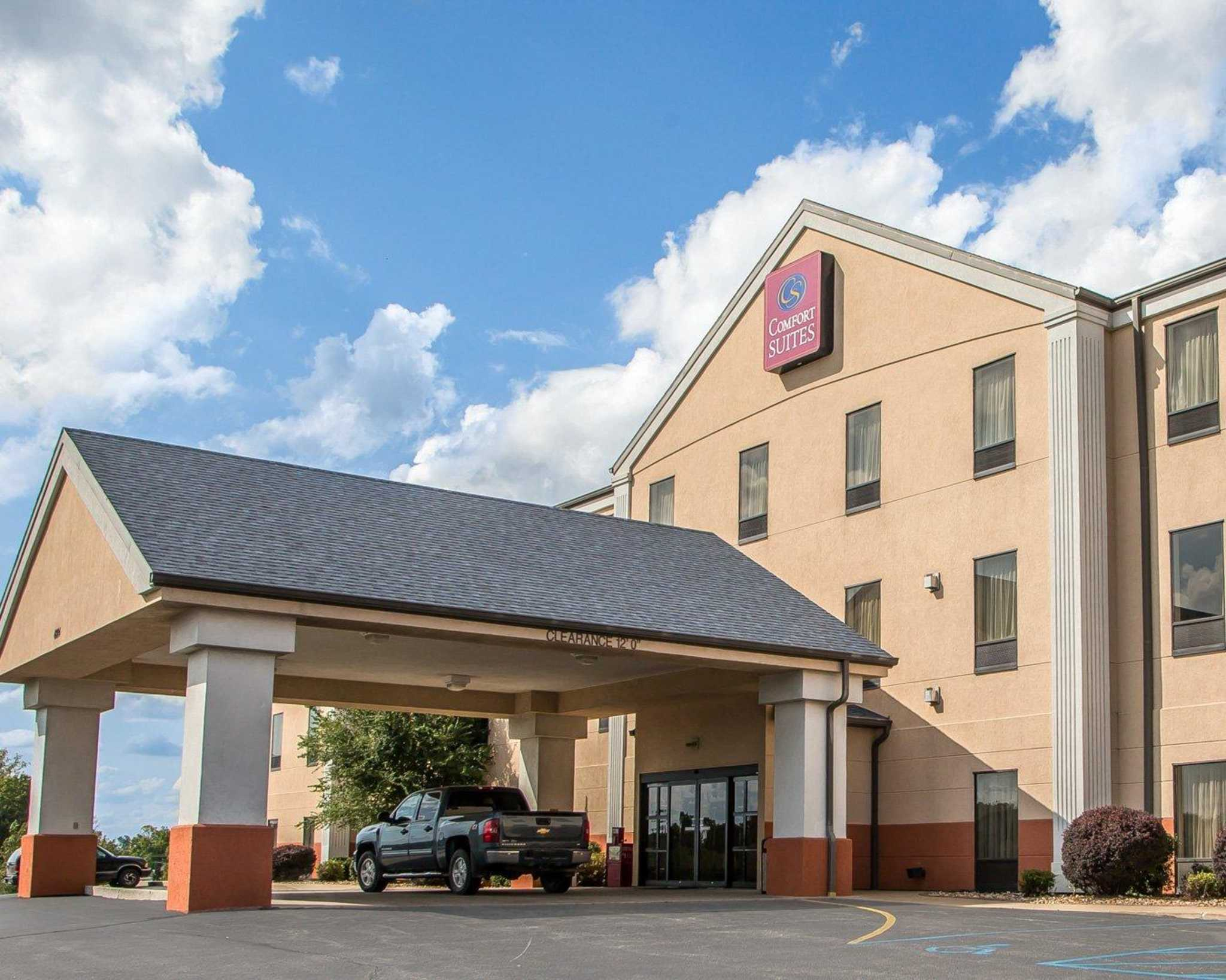 Comfort Suites Jefferson City image 0