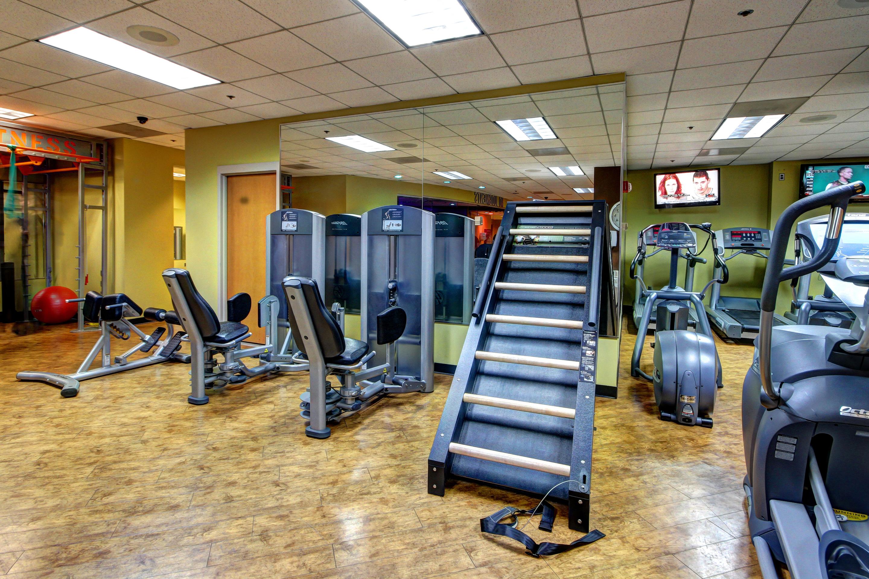 Crunch Fitness - Metro Center image 7