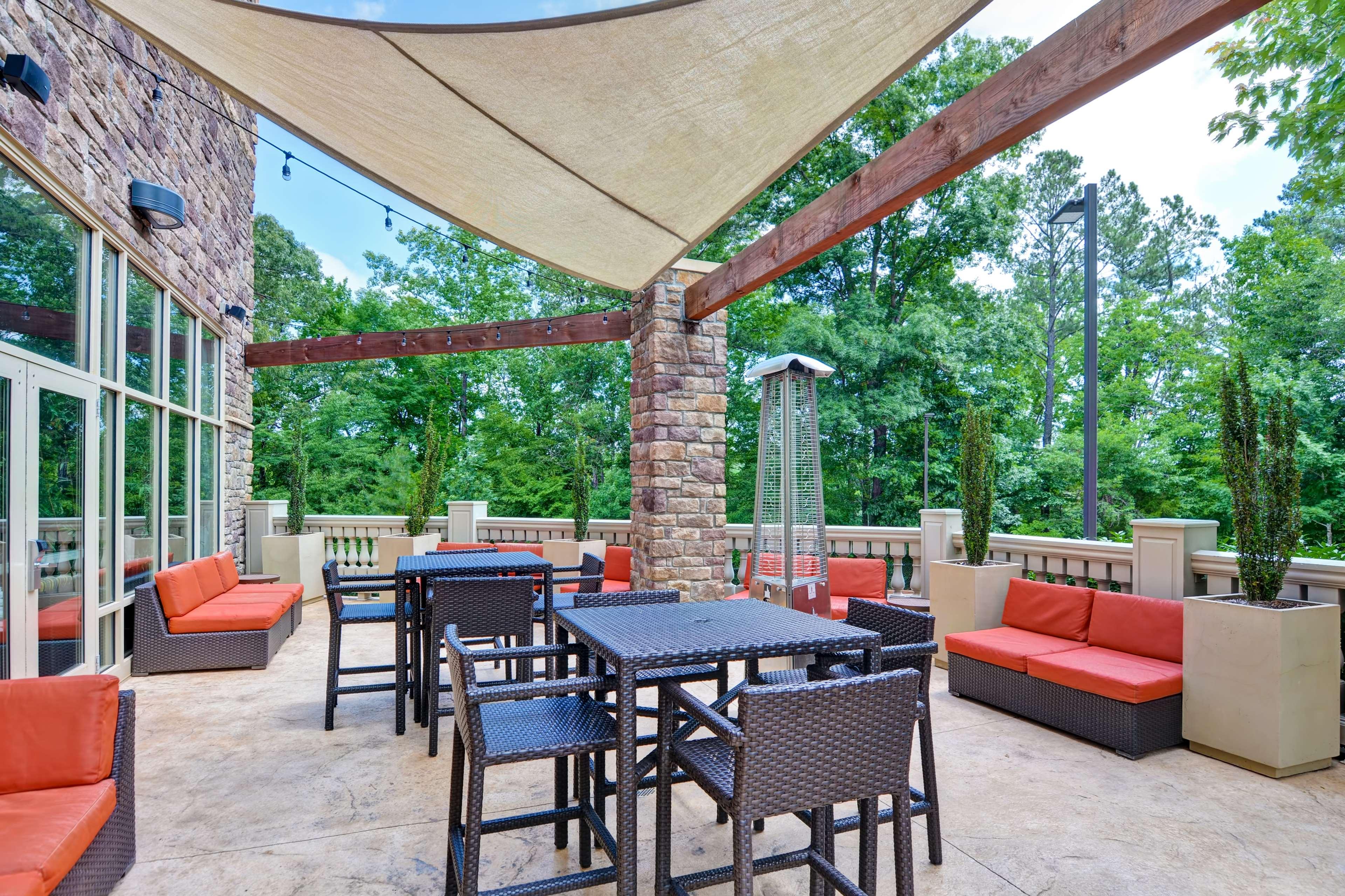 Hampton Inn & Suites Raleigh/Crabtree Valley image 4