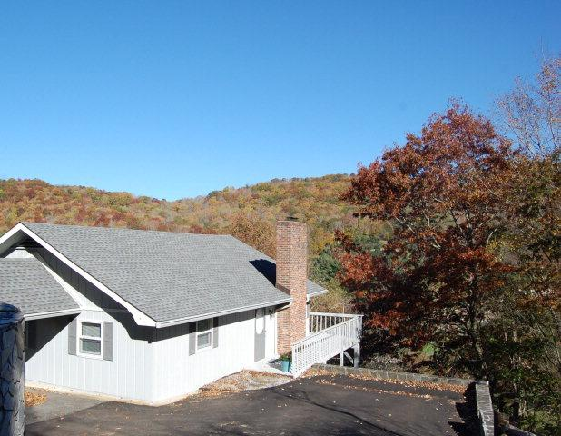 Charming 2 bedroom/2 bath home with golf course and mountain views located in Mountain Glen Golf Club in Newland, NC.  For more information on this or any of our listings call us at 800-521-3712 or vi
