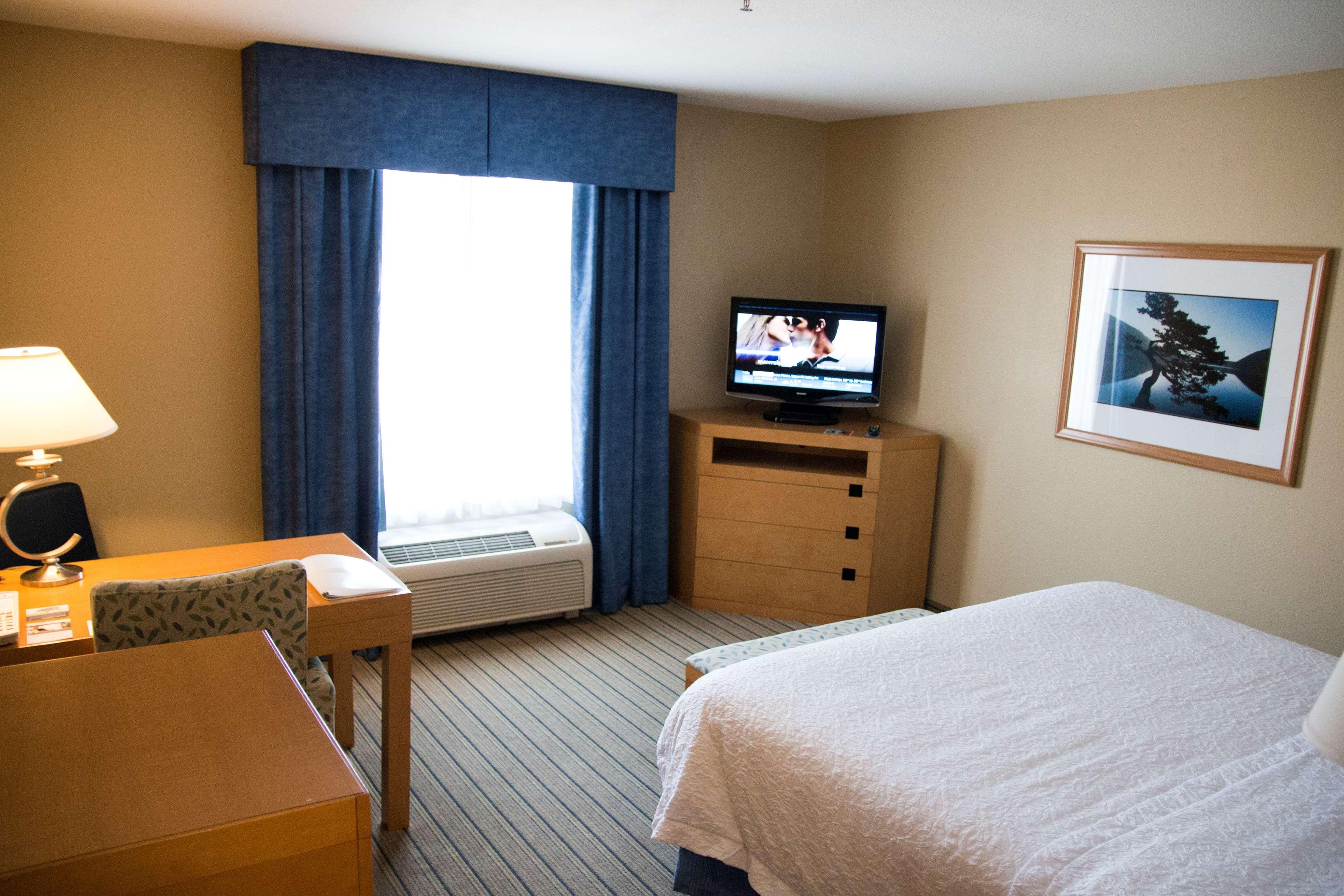Hampton Inn & Suites Madera image 18