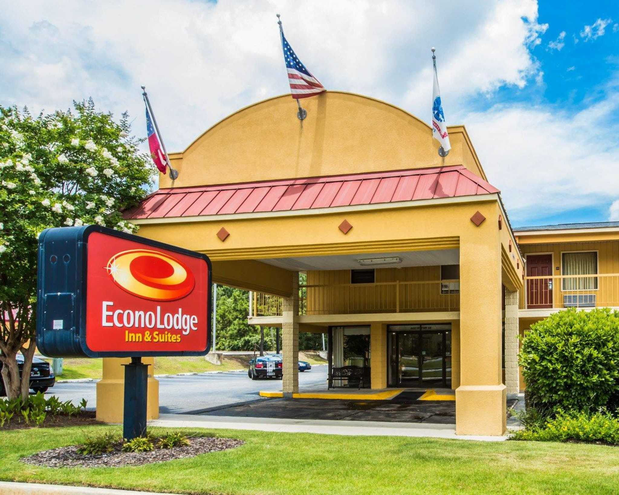 Econo Lodge Inn & Suites at Fort Benning image 2