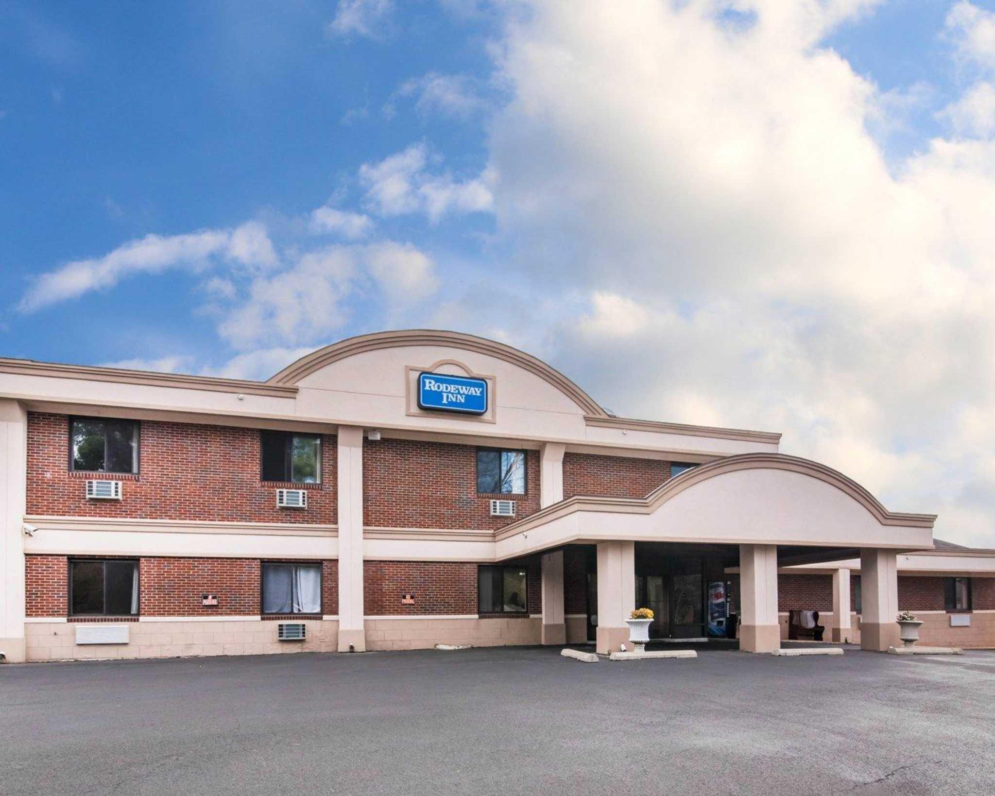Rodeway Inn Skytop image 0
