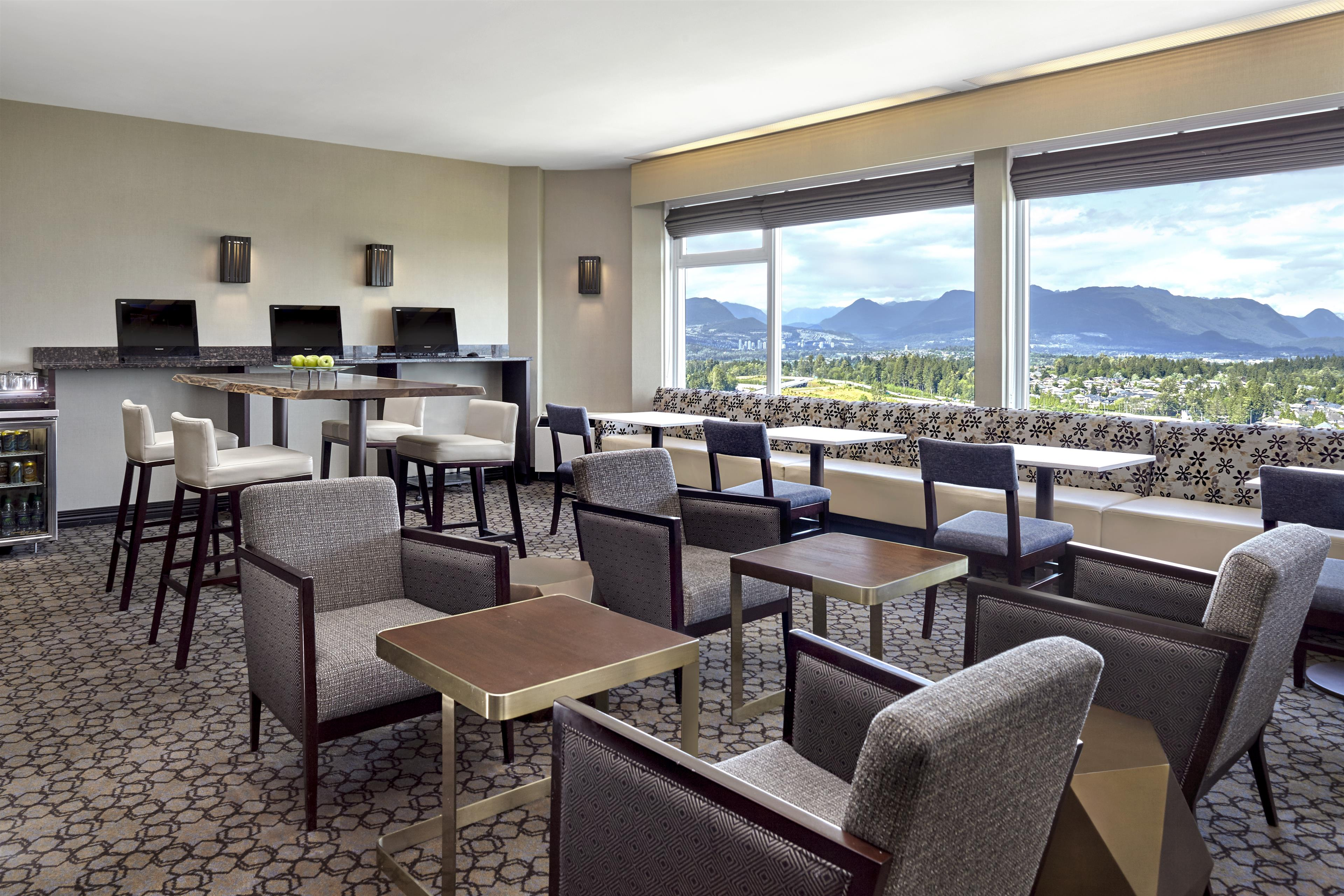 Sheraton Vancouver Guildford Hotel in Surrey: Club Lounge