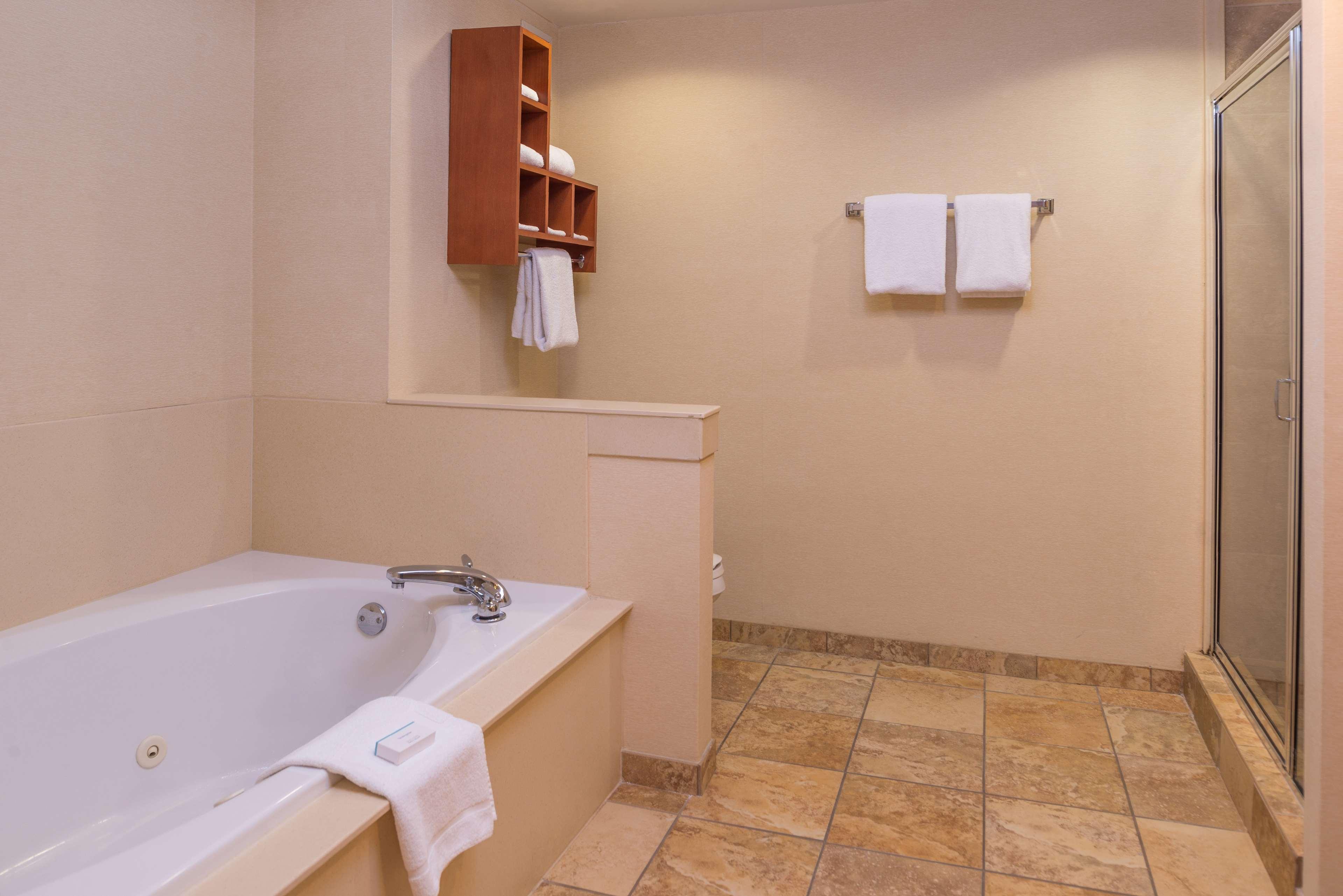 Hampton Inn & Suites Charlotte-Arrowood Rd. image 39