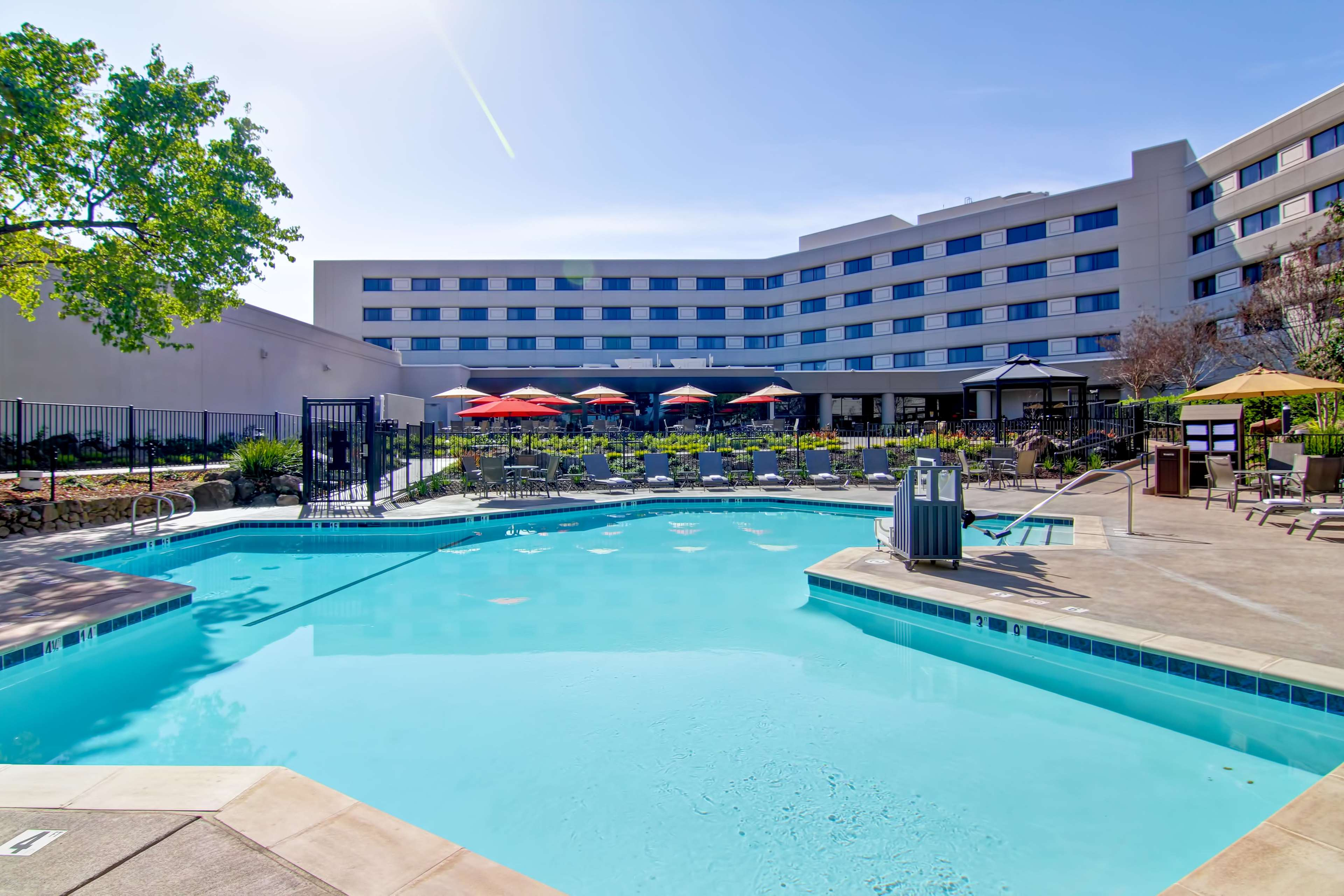 DoubleTree by Hilton Hotel Pleasanton at the Club image 4