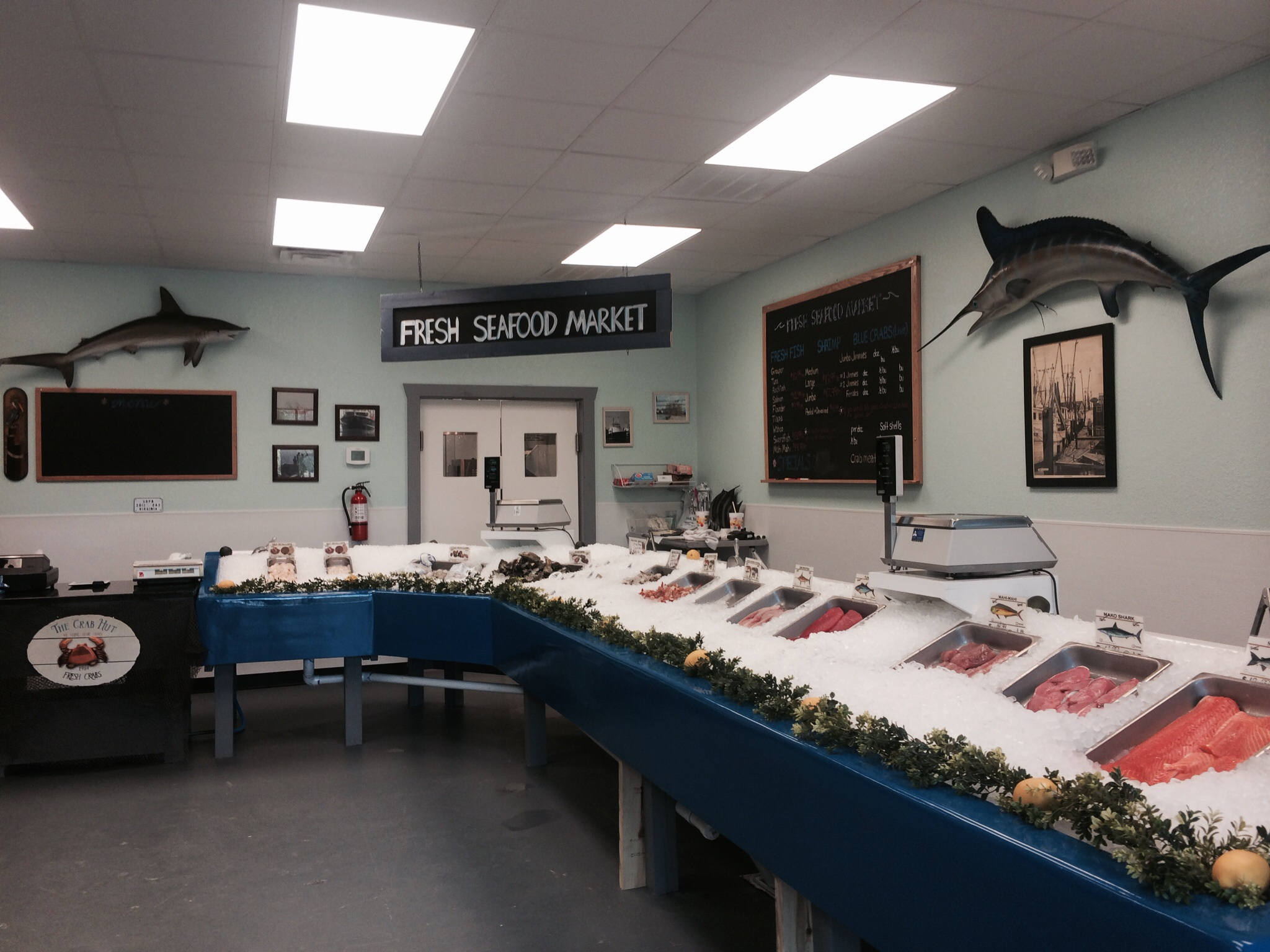 Off the hook seafood market steamer raw bar in for Local fish restaurants