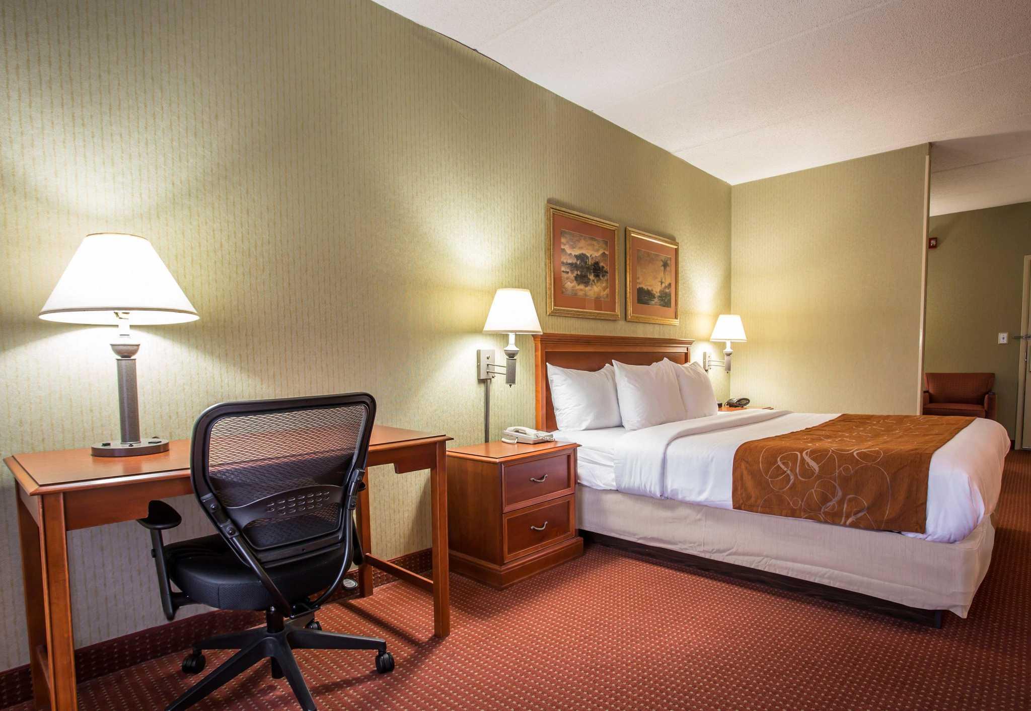 Comfort Suites Northlake image 17