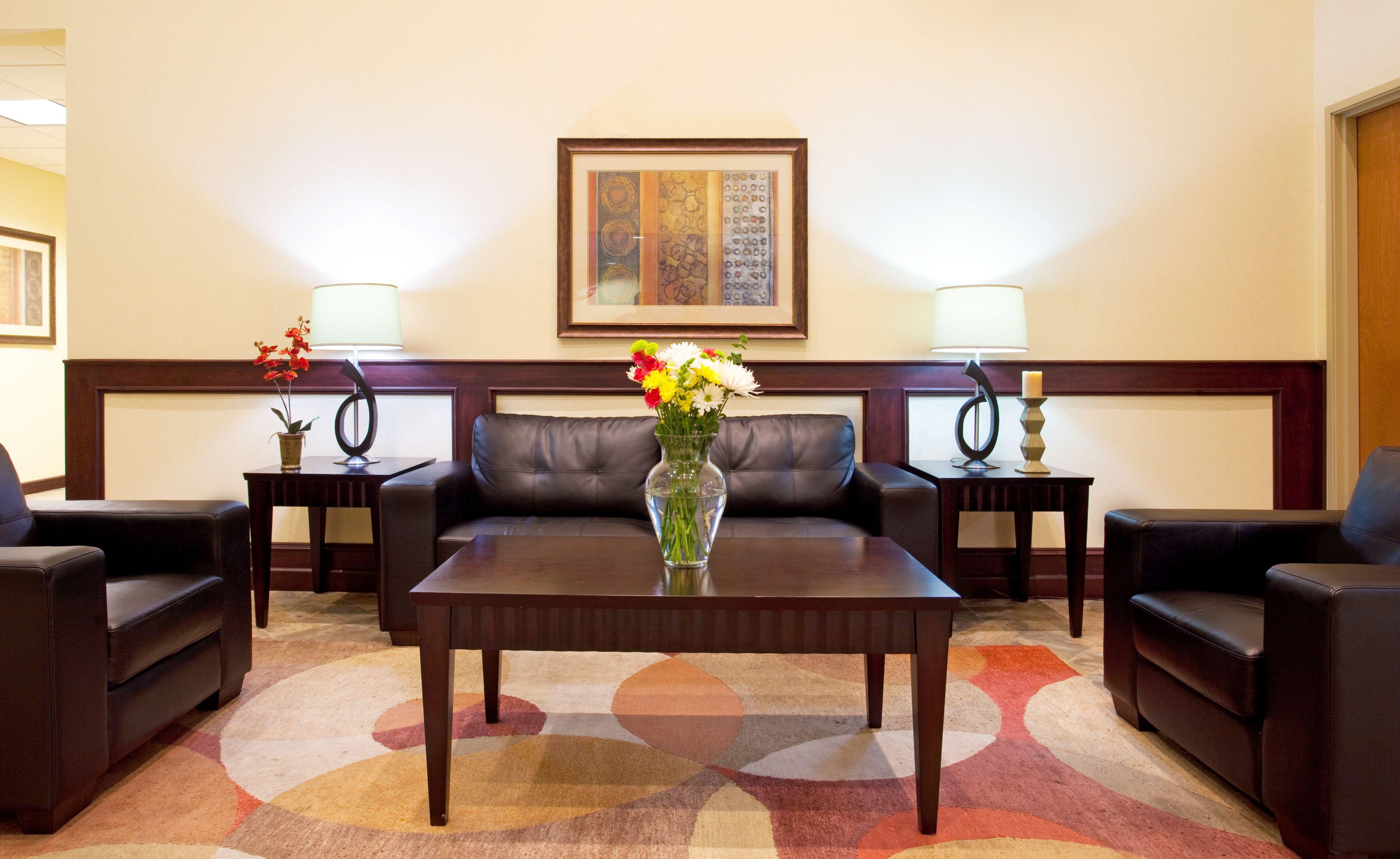 Holiday Inn Express & Suites Chicago North-Waukegan-Gurnee image 4