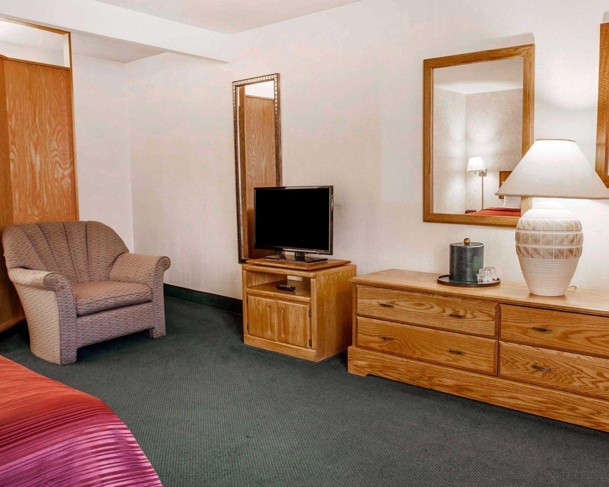 Quality Inn & Suites image 12