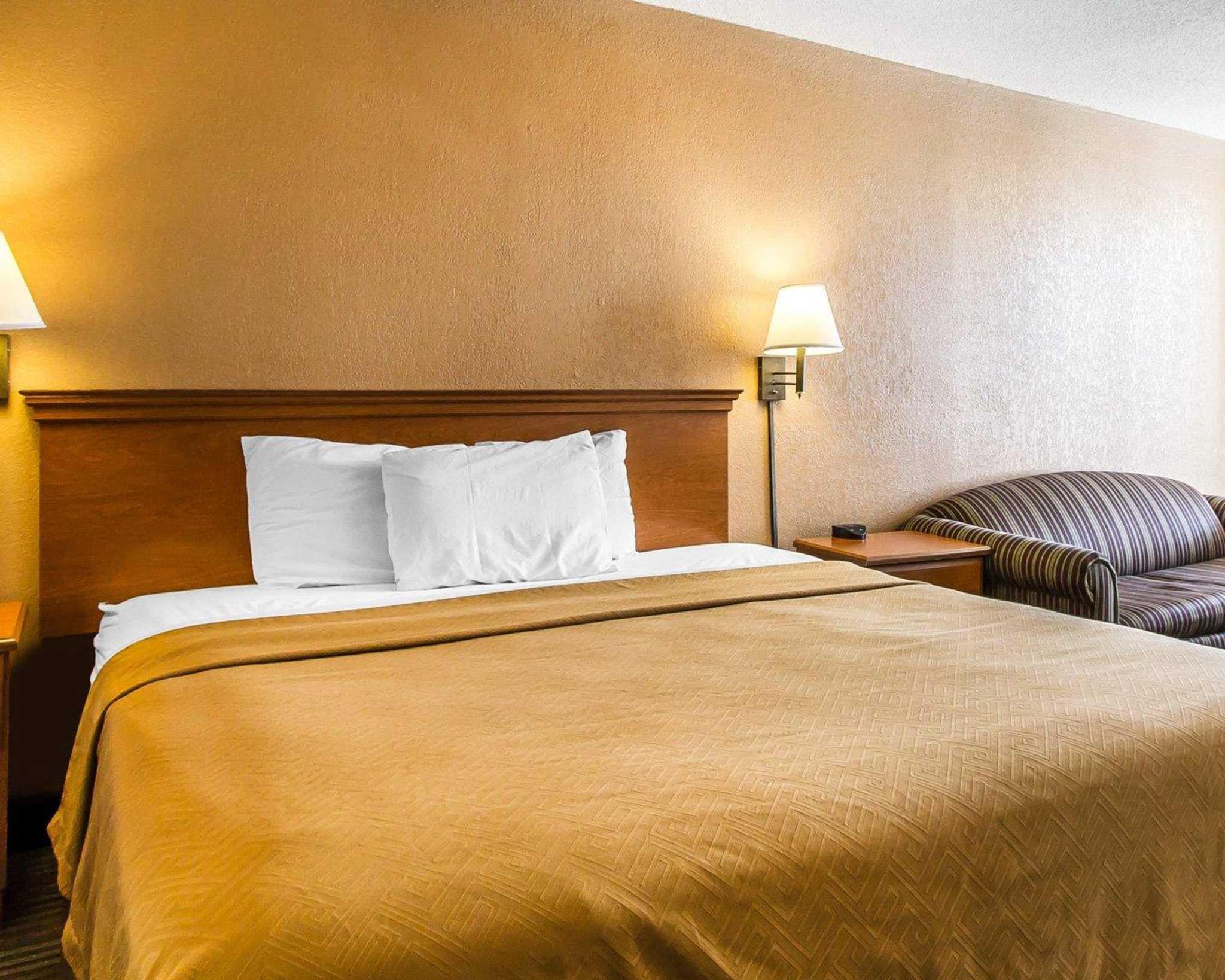 Econo Lodge  Inn & Suites Near Bricktown image 9