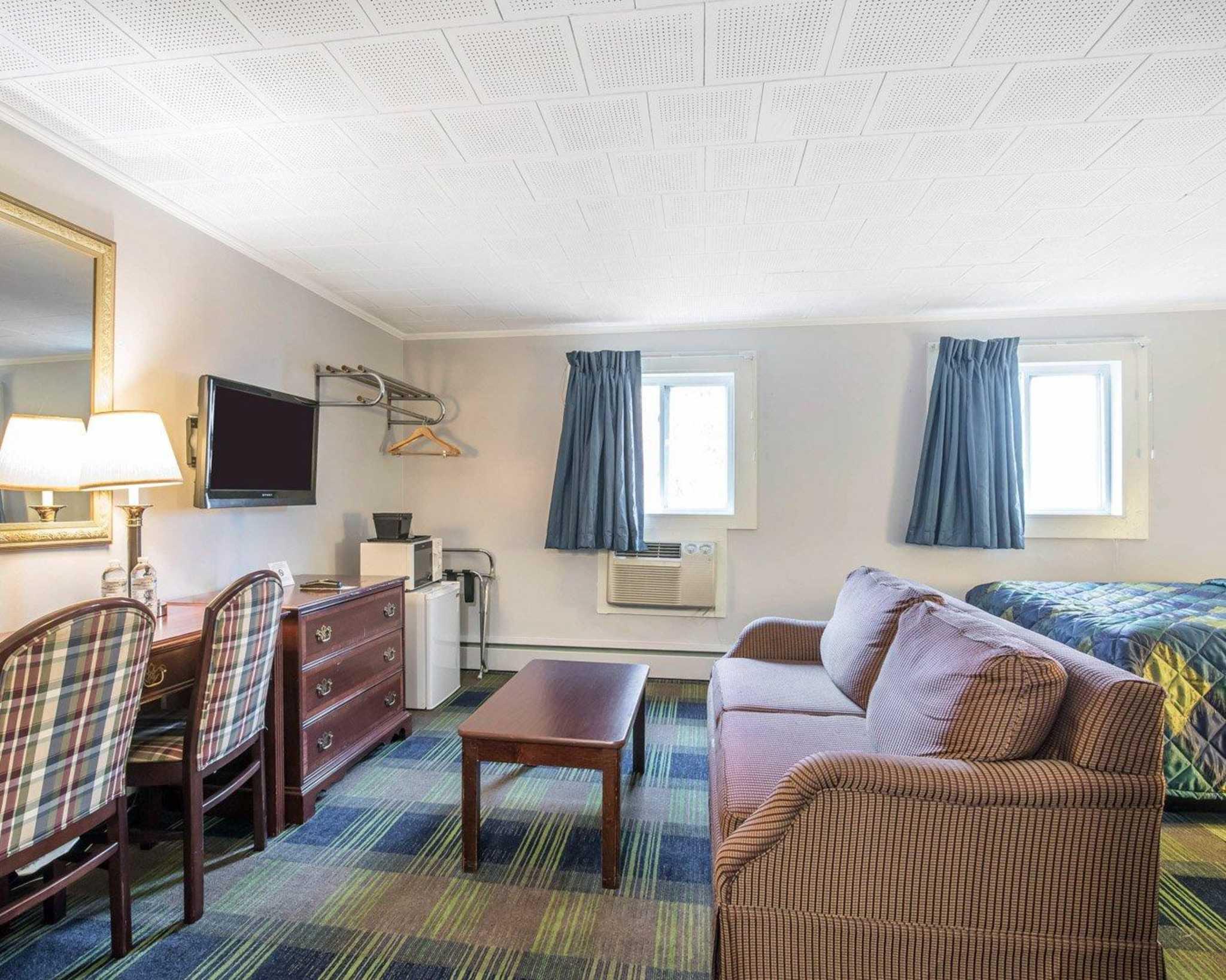 Rodeway Inn image 21