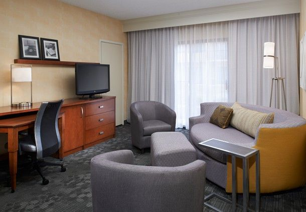 Courtyard by Marriott Detroit Dearborn image 19