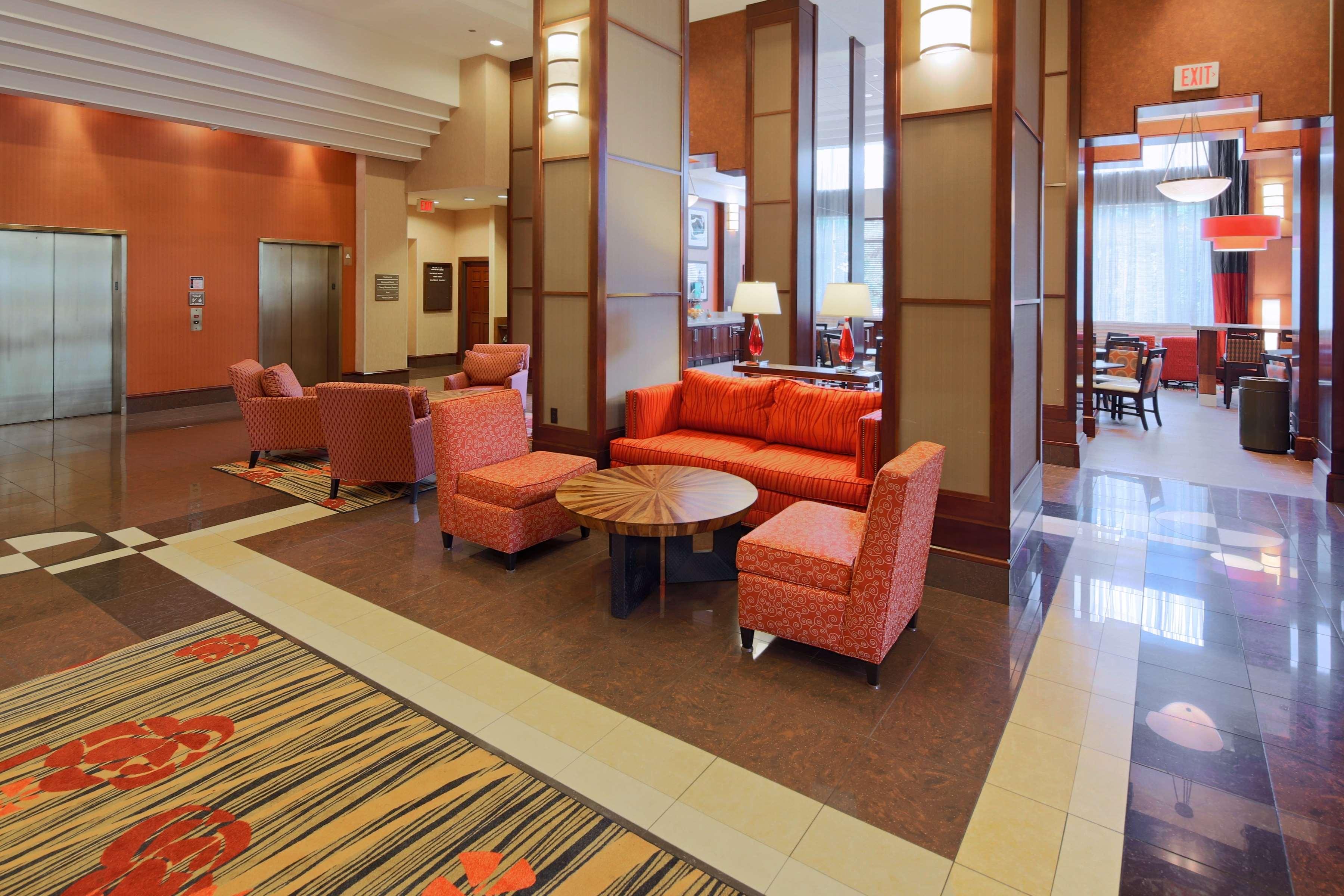 Hampton Inn & Suites Reagan National Airport image 0
