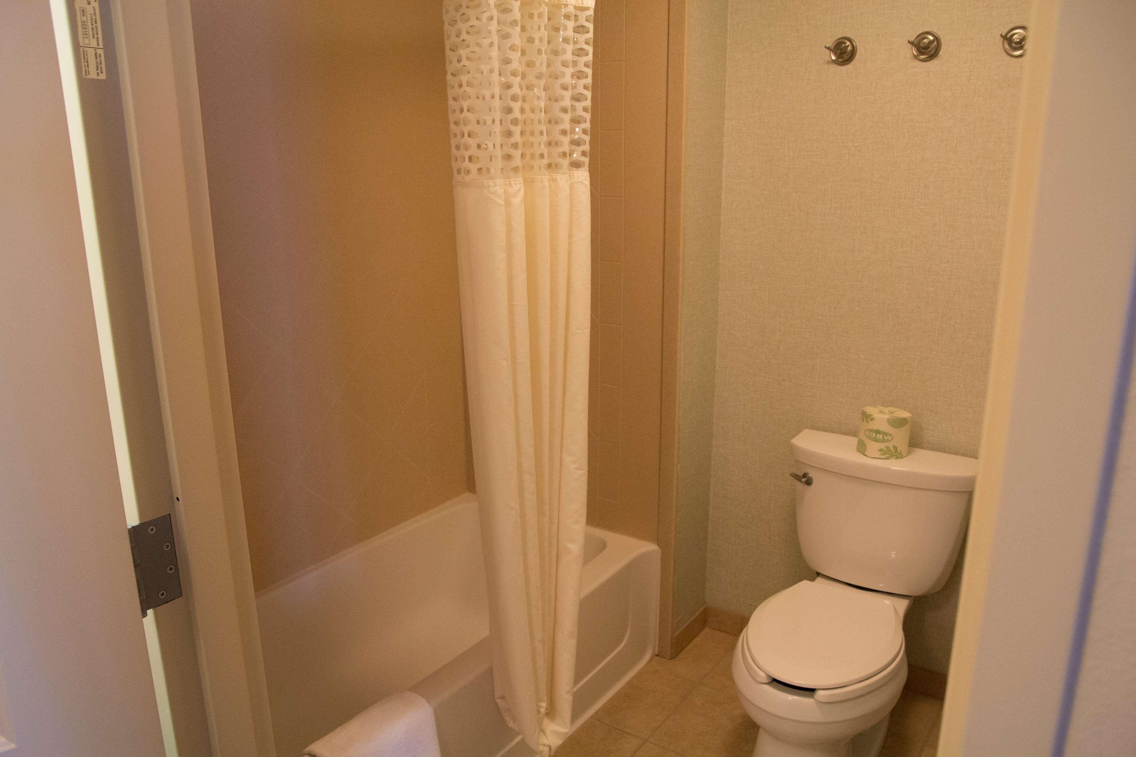 Hampton Inn & Suites Madera image 22