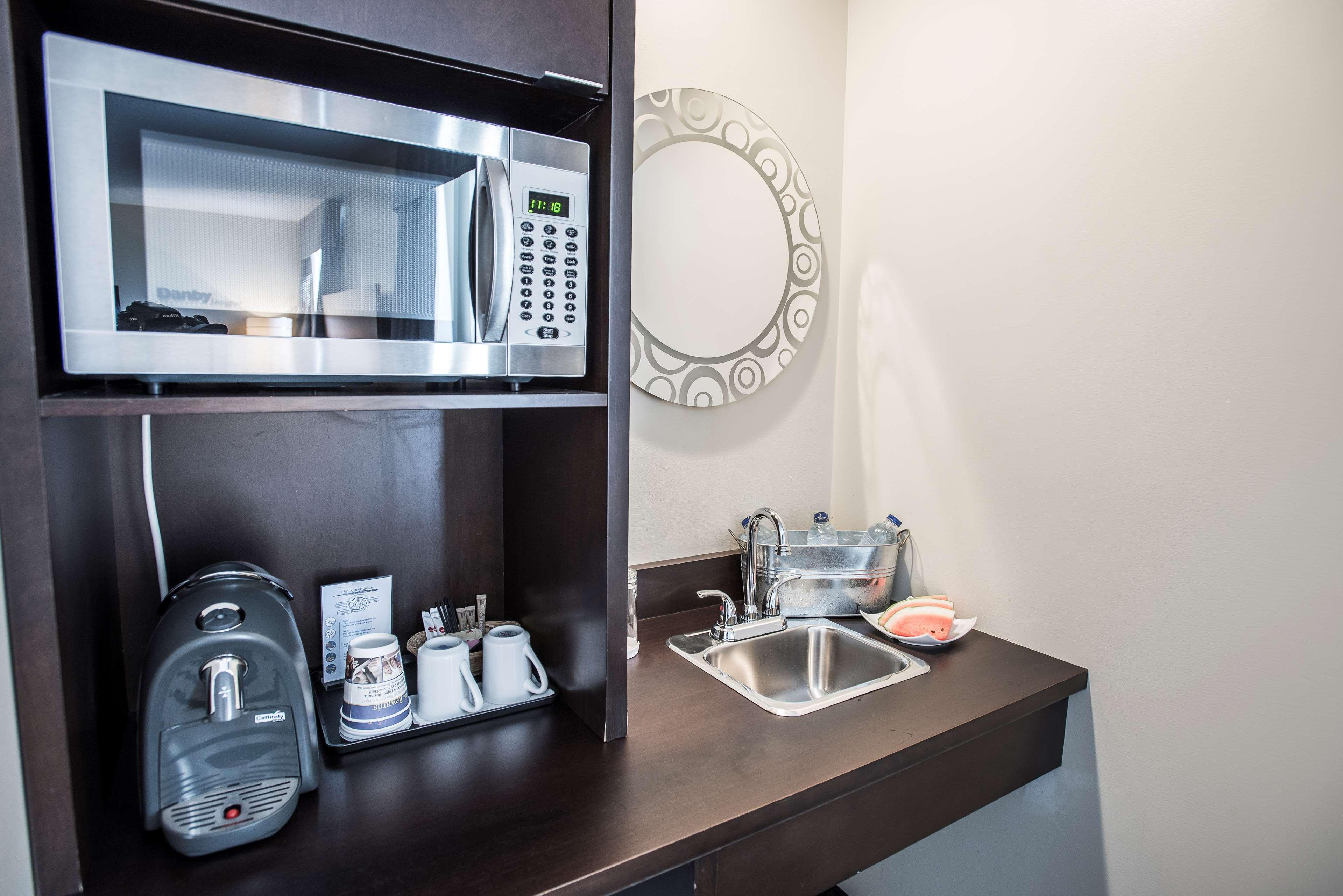 Best Western Plus Hotel Albert Rouyn-Noranda à Rouyn-Noranda: King Suite