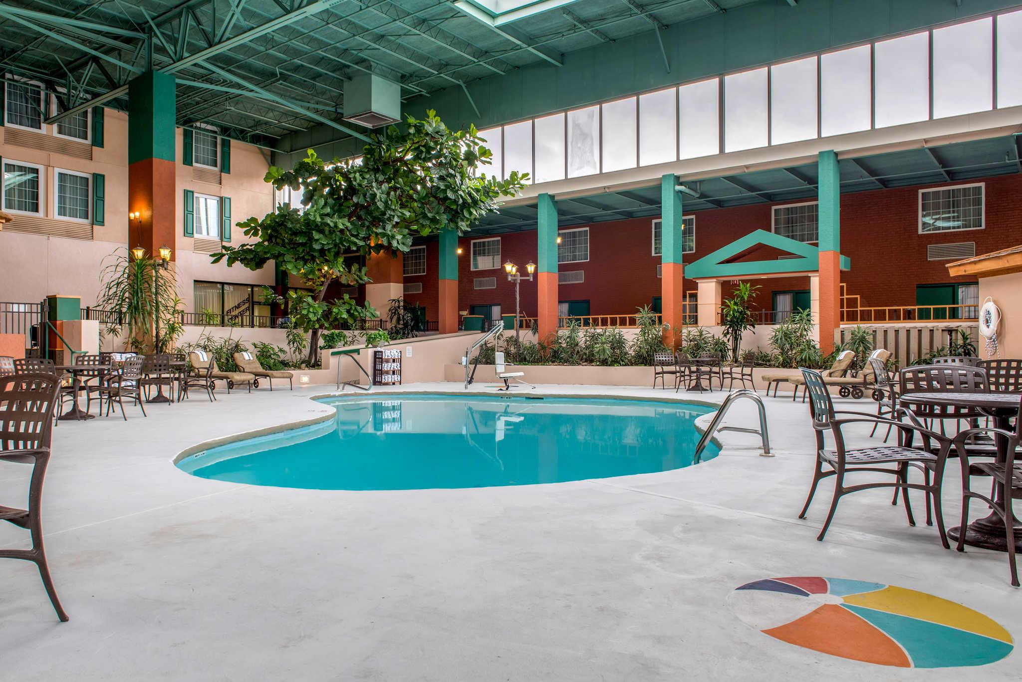 Quality Hotel - Cincinnati Blue Ash image 32