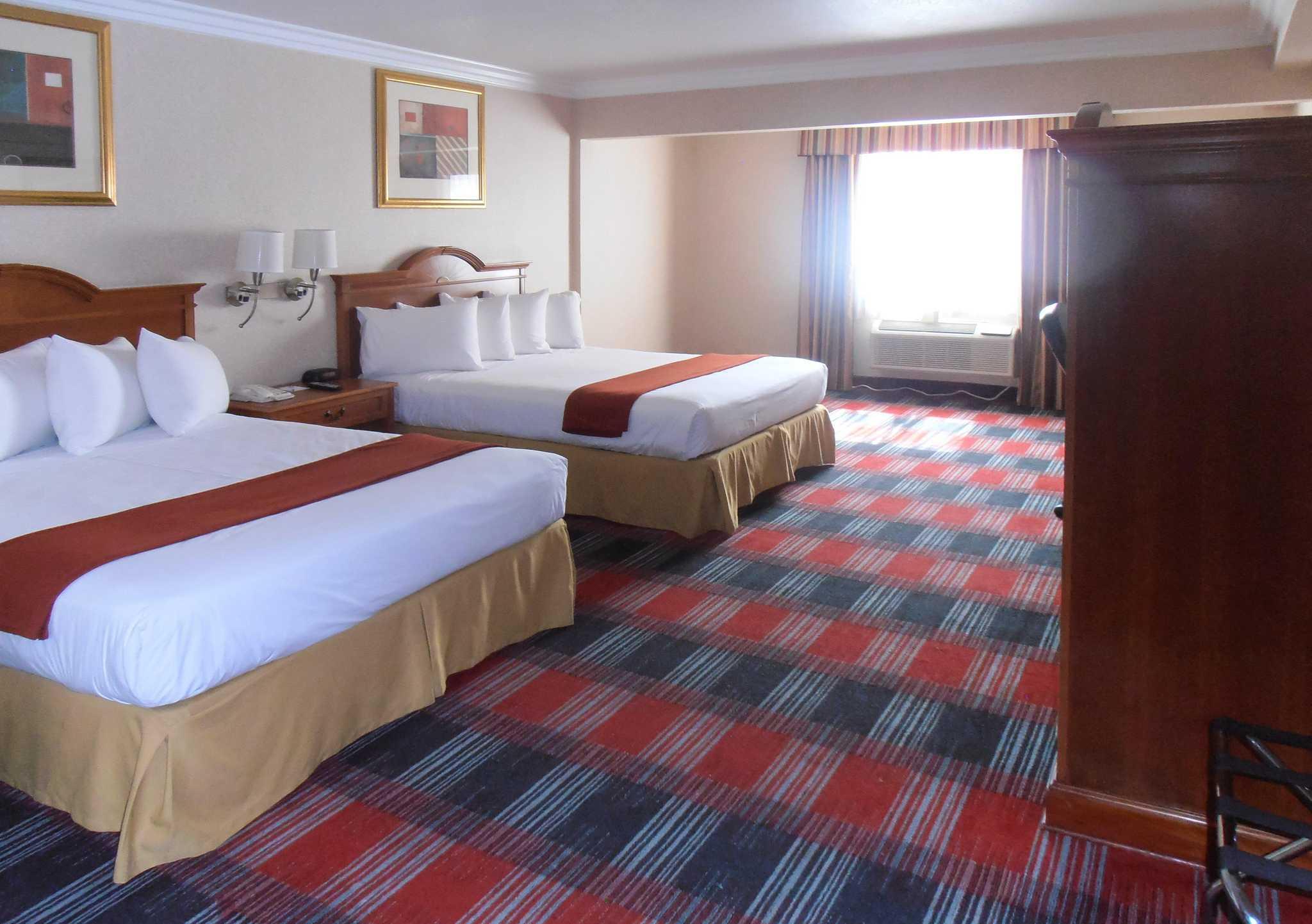 Quality Inn & Suites Oceanside Near Camp Pendleton image 2