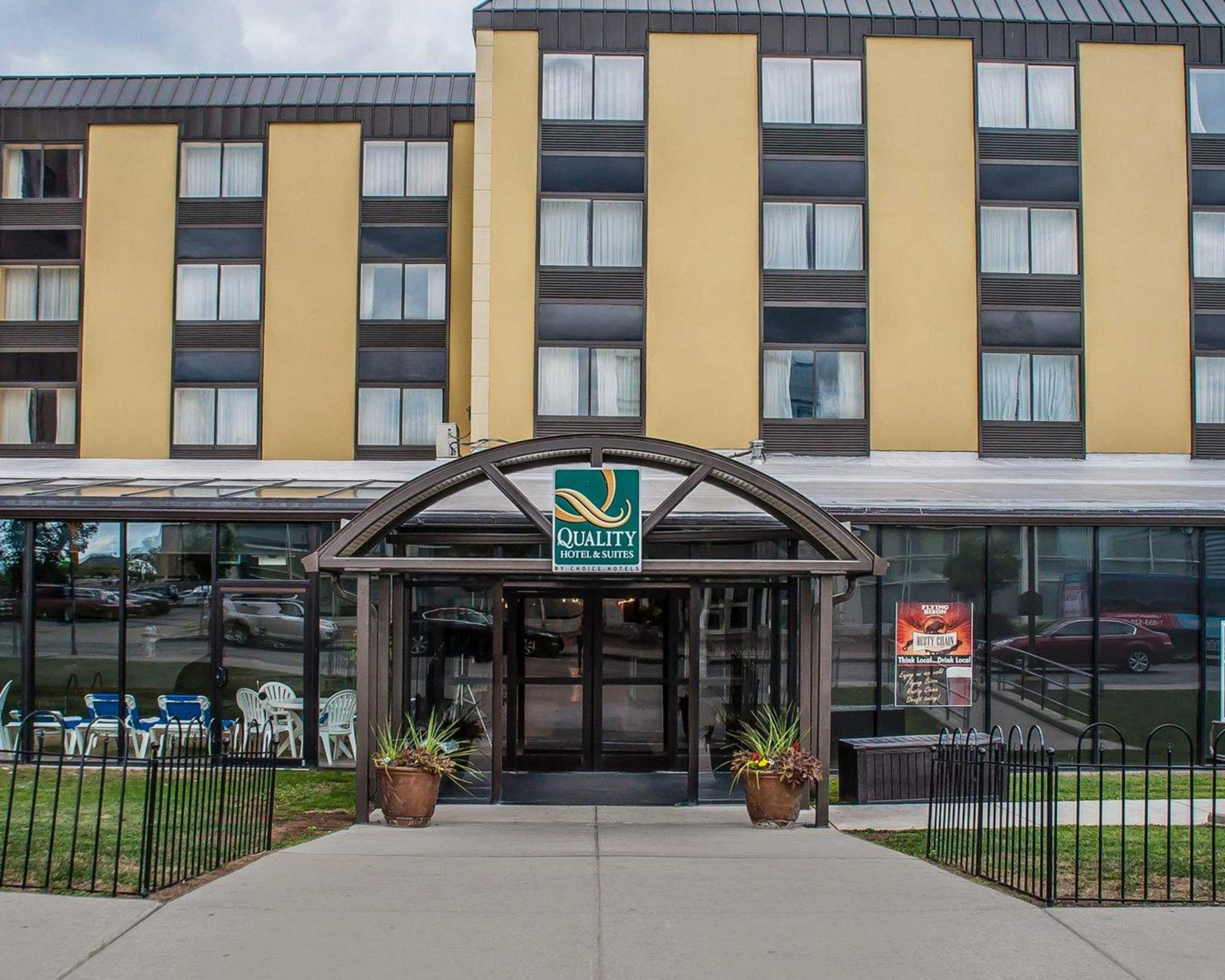 Quality Hotel & Suites At The Falls image 2