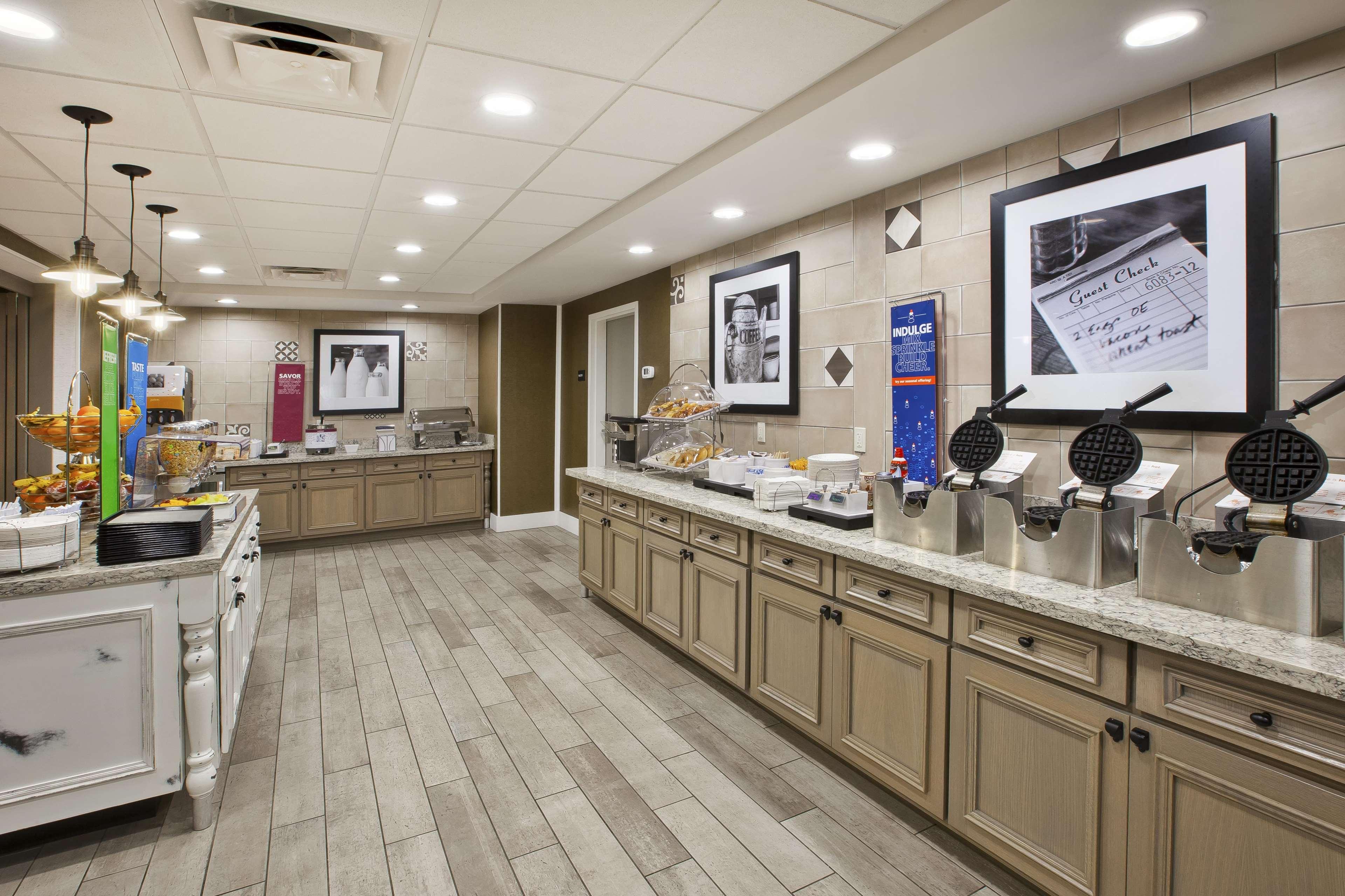 Hampton Inn & Suites Alliance image 7