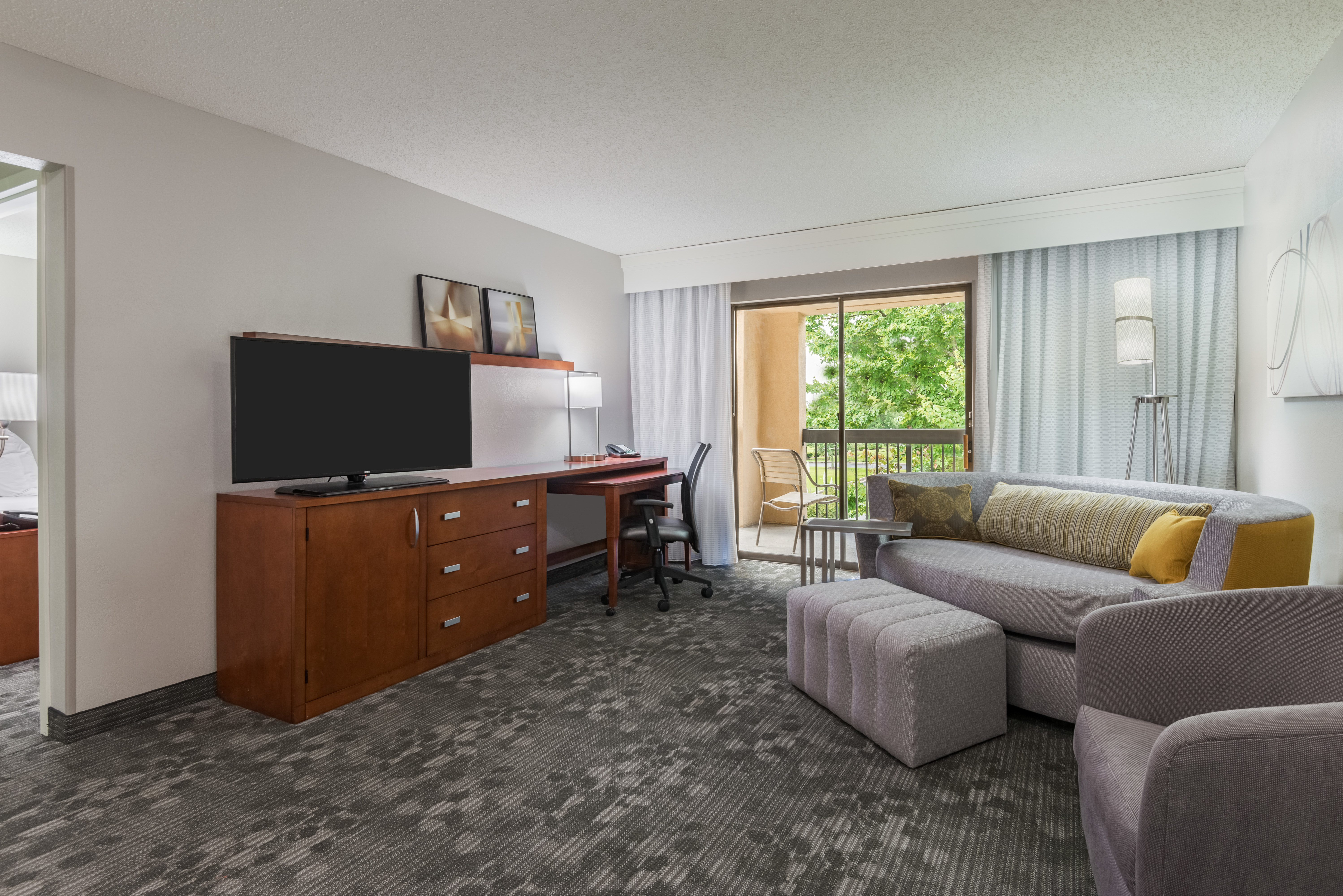 Courtyard by Marriott Mobile image 10